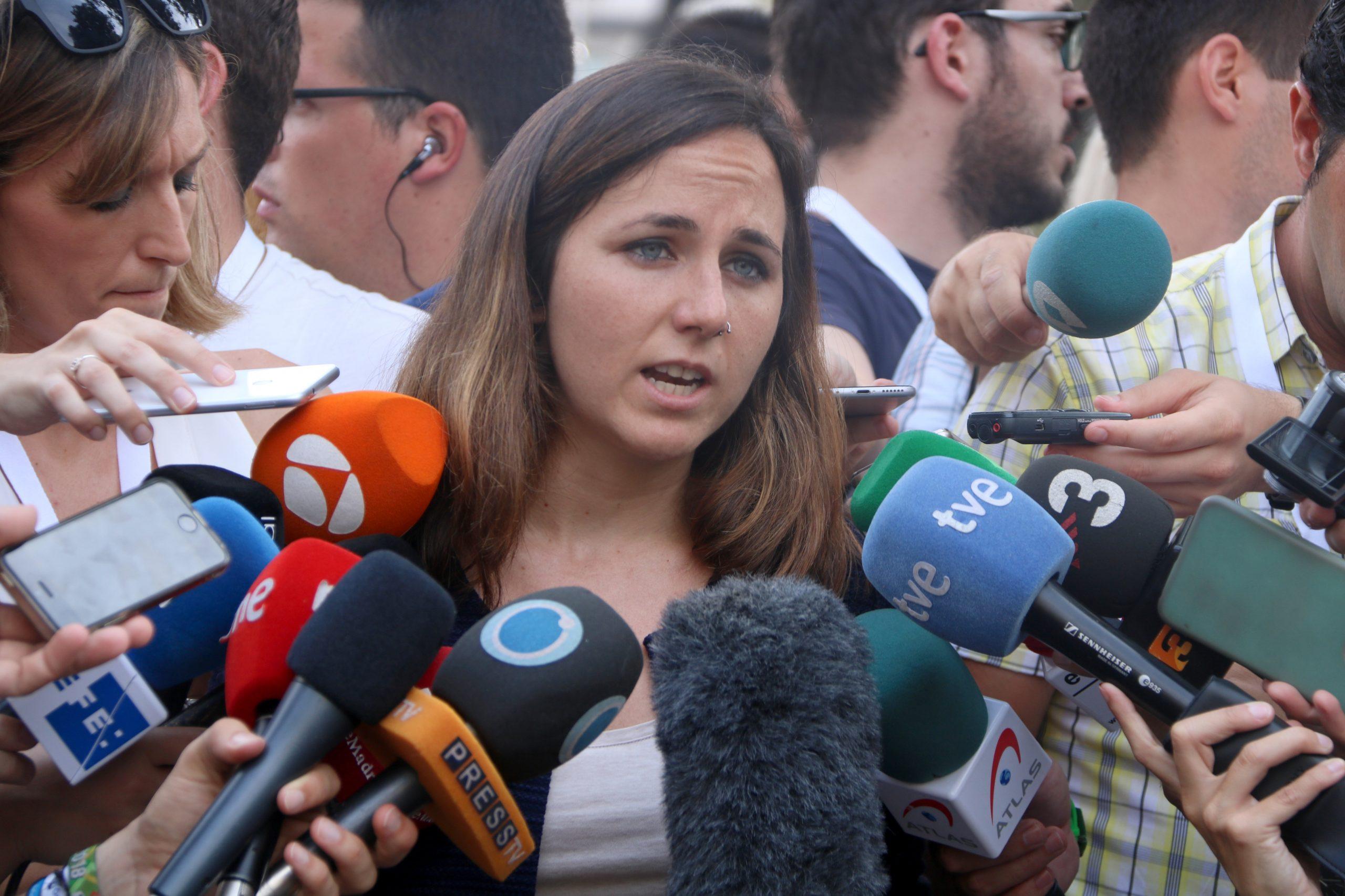La Ministra de Drets Socials i Agenda 2030, Ione Belarra, en declaracions als mitjans de comunicació (ACN)