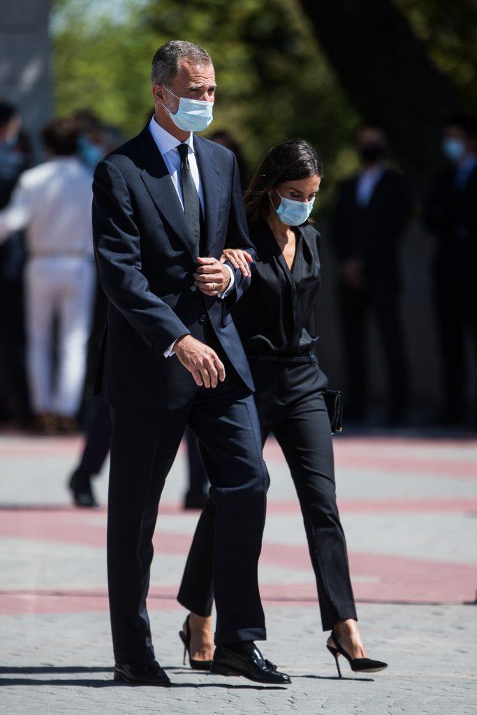 Felip de Borbó i la seva dona, Letícia, ella calçada amb Carolina Herrera, en una imatge del setembre del 2020, quan anaven a un funeral / Europa Press