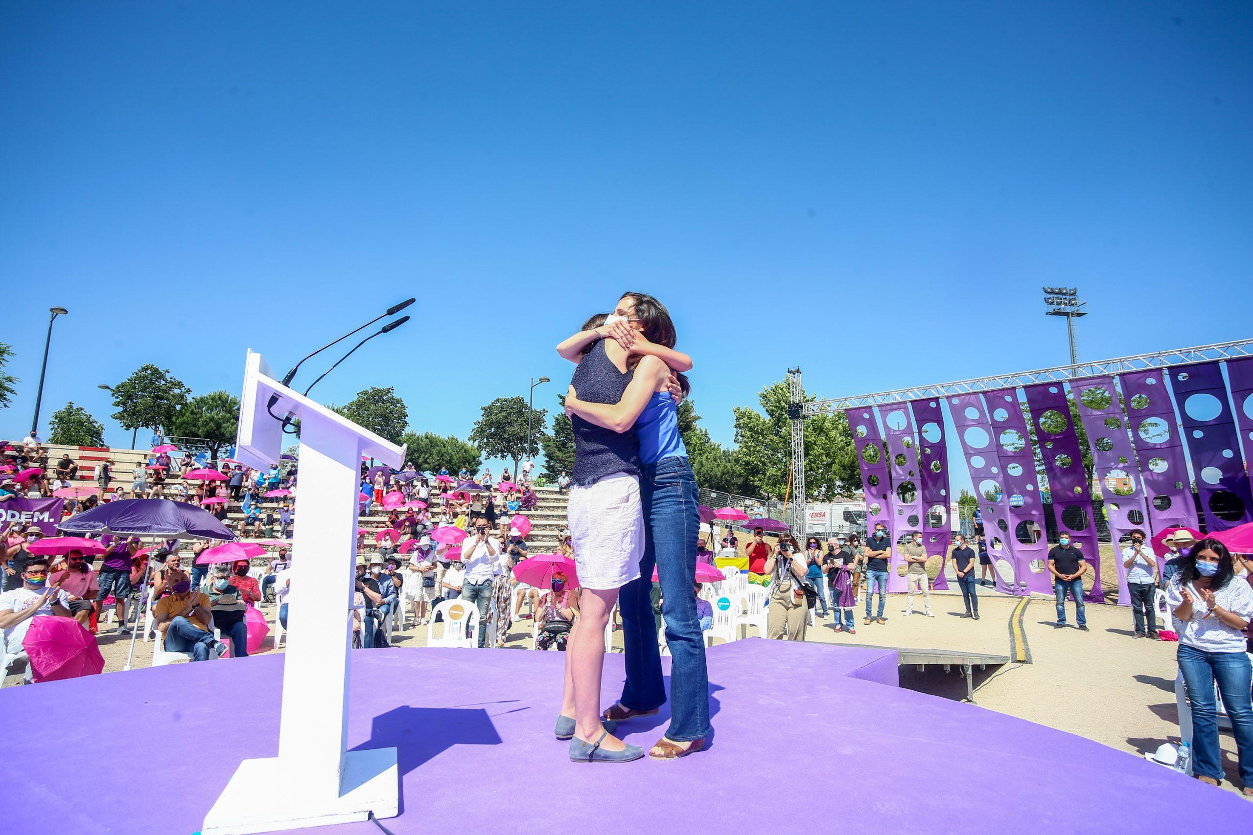 Abraçada entre Ione Belarra i Irene Montero   Europa Press