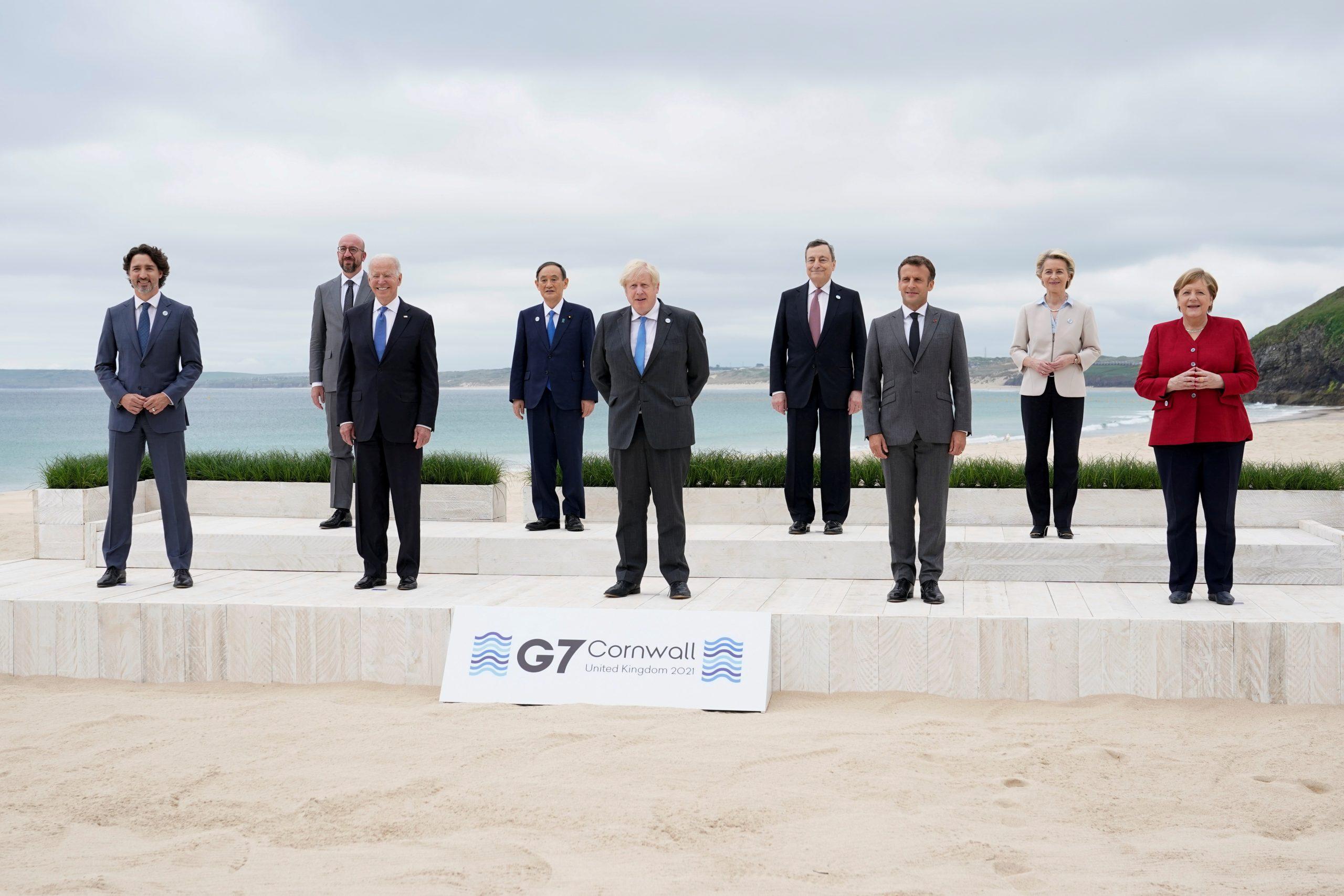 Els líders del G7 Justin Trudeau, Joe Biden, Yoshihide Suga, Boris Johnson, Mario Draghi, Emmanuel Macron i Angela Merkel amb Ursula von der Leyen i Charles Michel, a Carbis Bay, Regne Unit | ACN