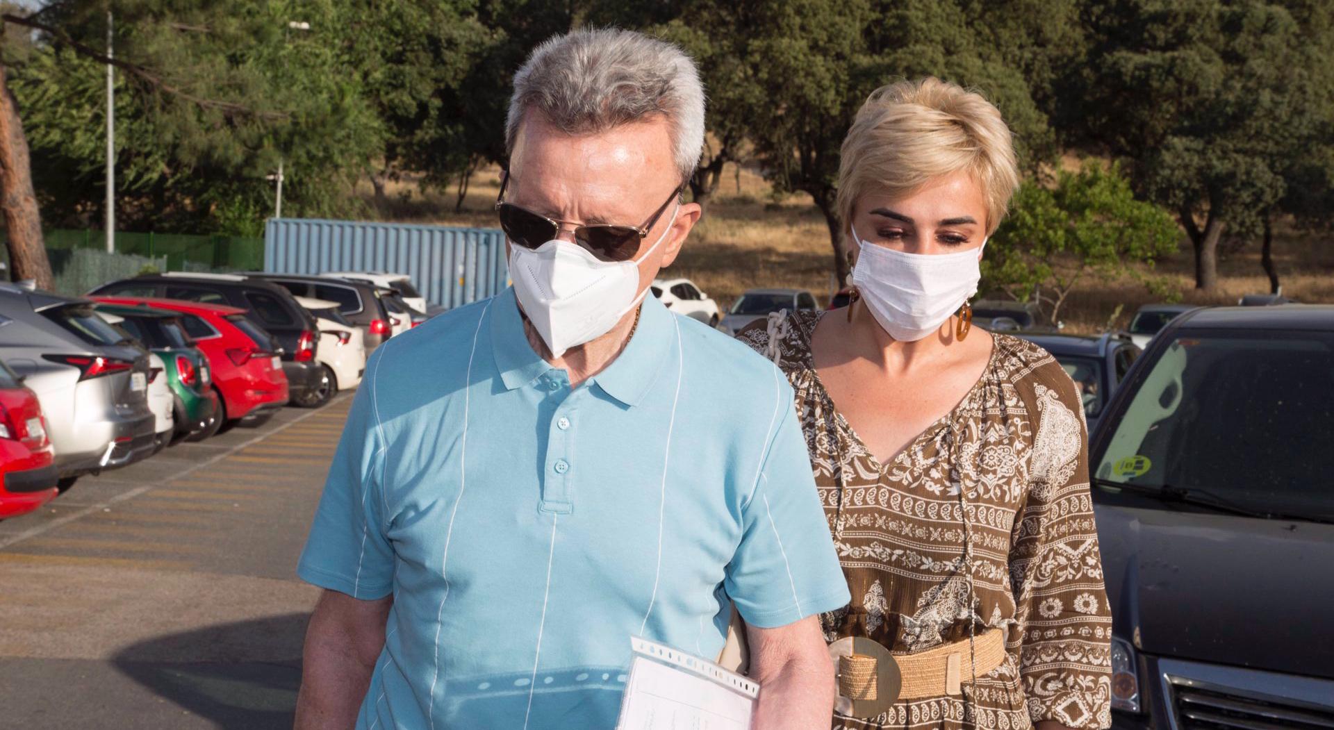 José Ortega Cano i la dona entren a l'hospital - Europa Press