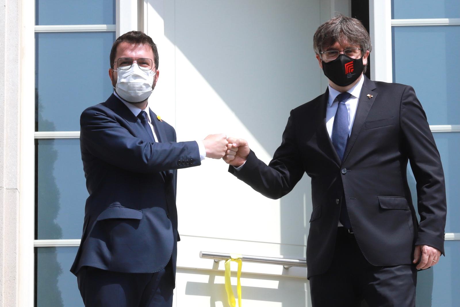 Aragonès i Puigdemont, just abans de començar la reunió/J.Bedmar