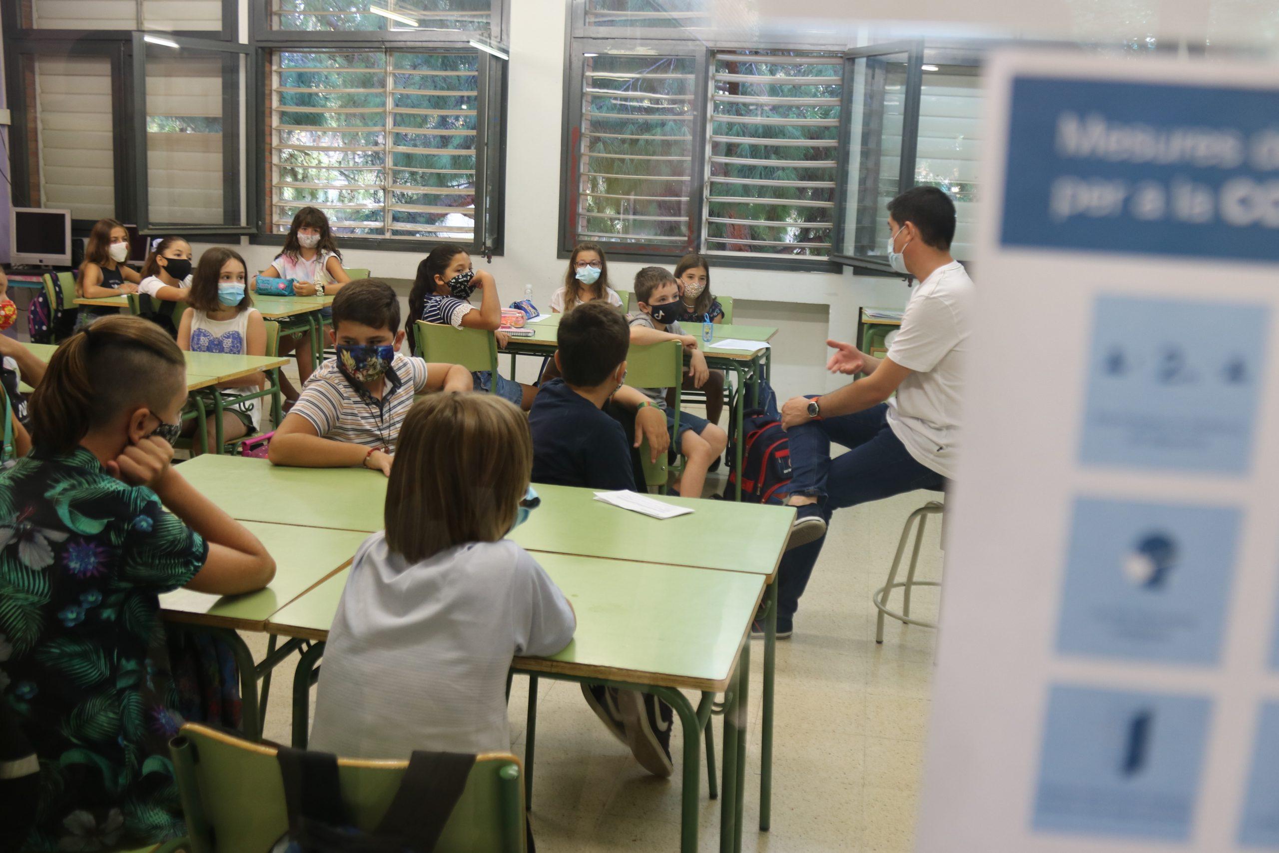 Una classe de l'Escola Catalònia de Barcelona amb tots els alumnes amb mascaretes / ACN