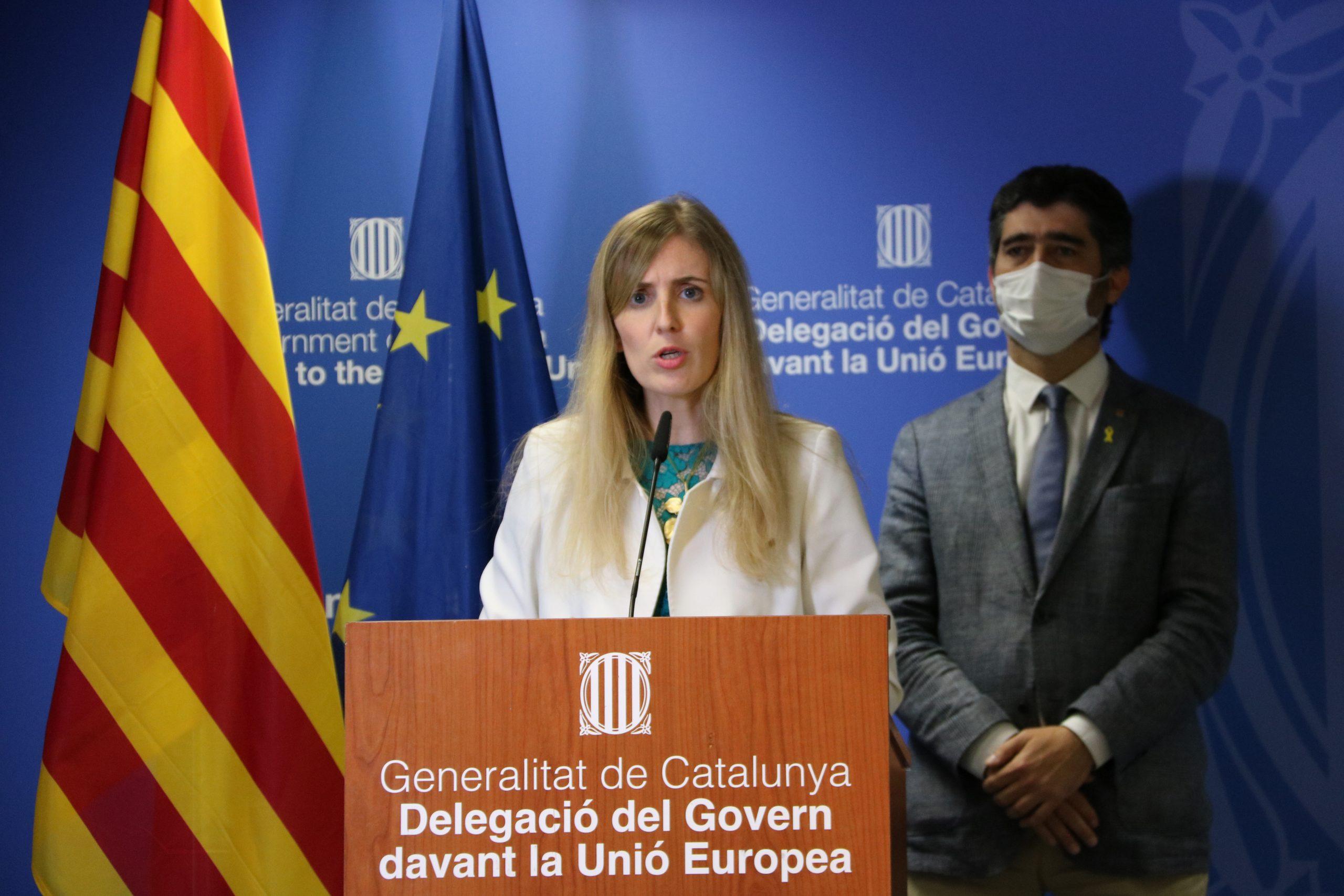 La consellera Victòria Alsina i el vicepresident Jordi Puigneró durtant la compareixença després de la votació de l'informe del Consell d'Europa el 21 de juny del 2021 / ACN