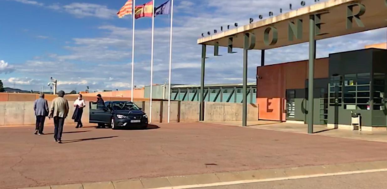 El secretari de Mesures Penals, Reinserció i Atenció a la Víctima de la Generalitat, Amand Calderó, arribant a Lledoners per preparar l'excarceració dels presos de l'1-O / Q.S.