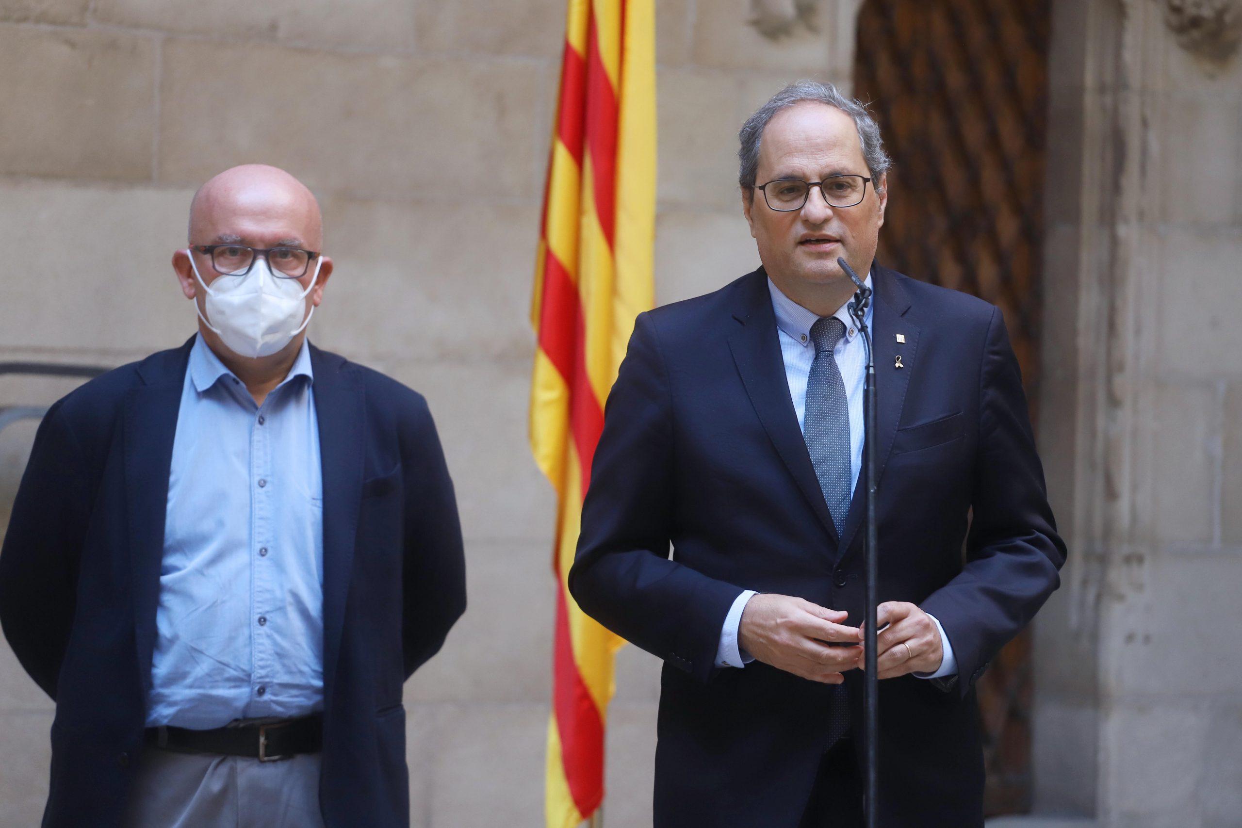 El president de la Generalitat Quim Torra atenent els mitjans de comunicació amb el seu advocat Gonzalo Boye / ACN