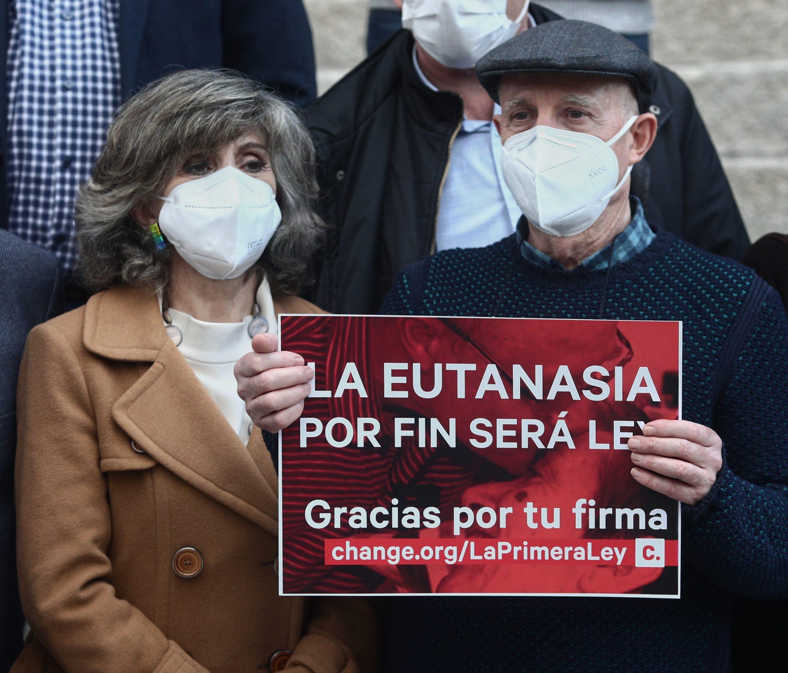 Ángel Hernández demanant l'aprovació de la llei d'eutanàsia   Europa Press