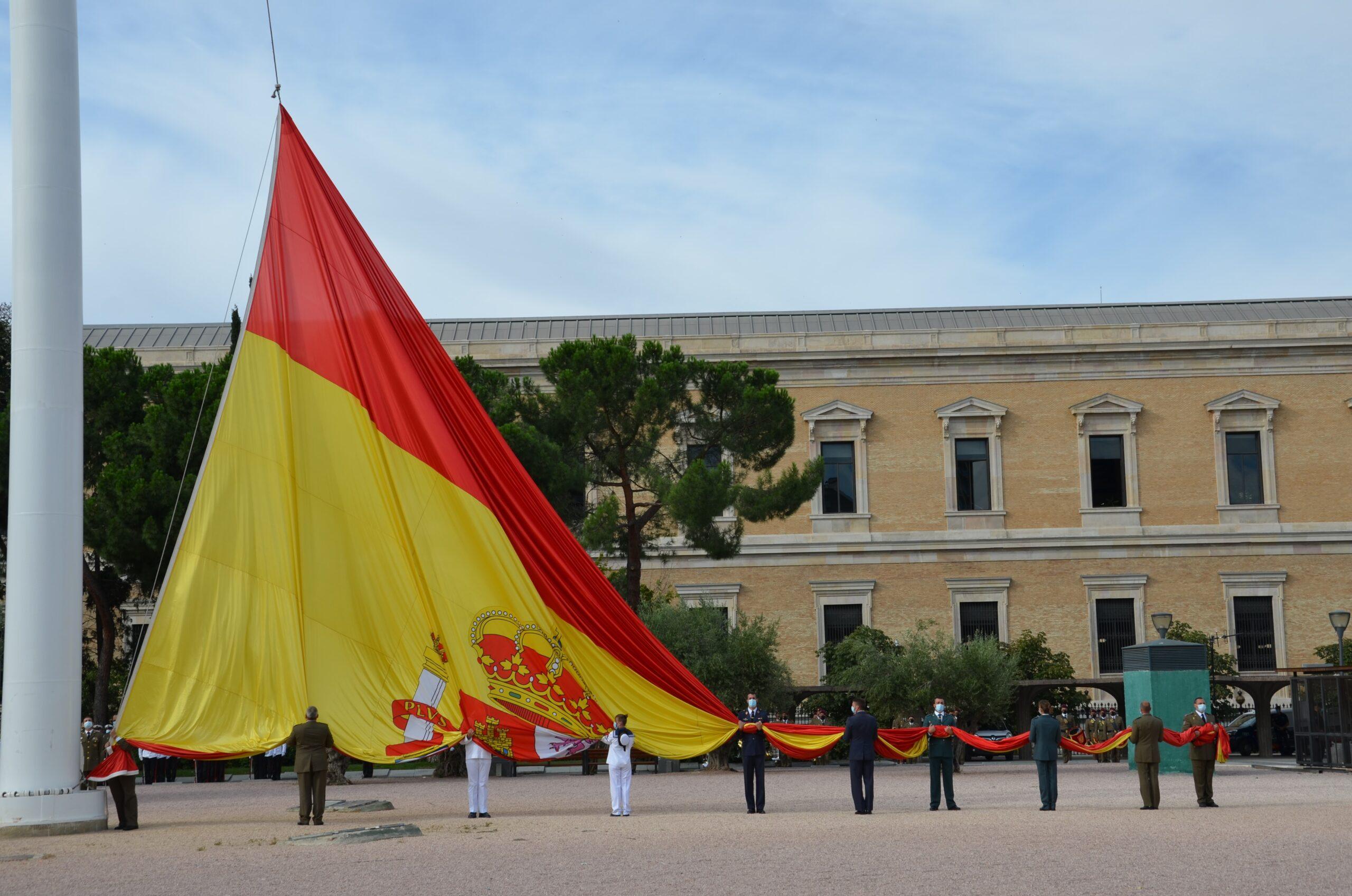 L'hissada de la bandera aquest matí a Colón/TC
