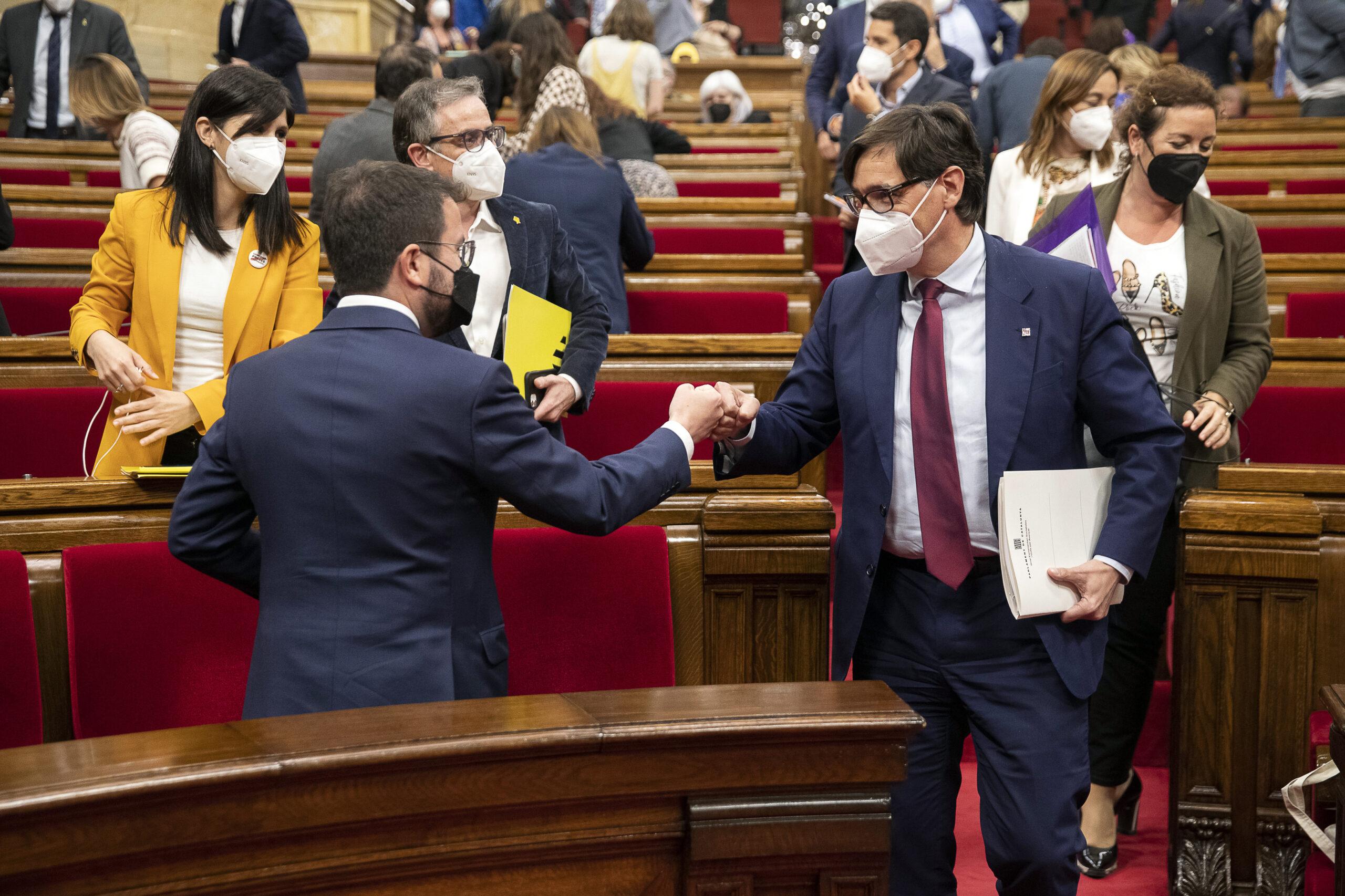 Pere Aragonès i Salvador Illa al debat d'investidura de Pere Aragonès com a President de la Generalitat al Parlament de Catalunya. ACN/Jordi Play