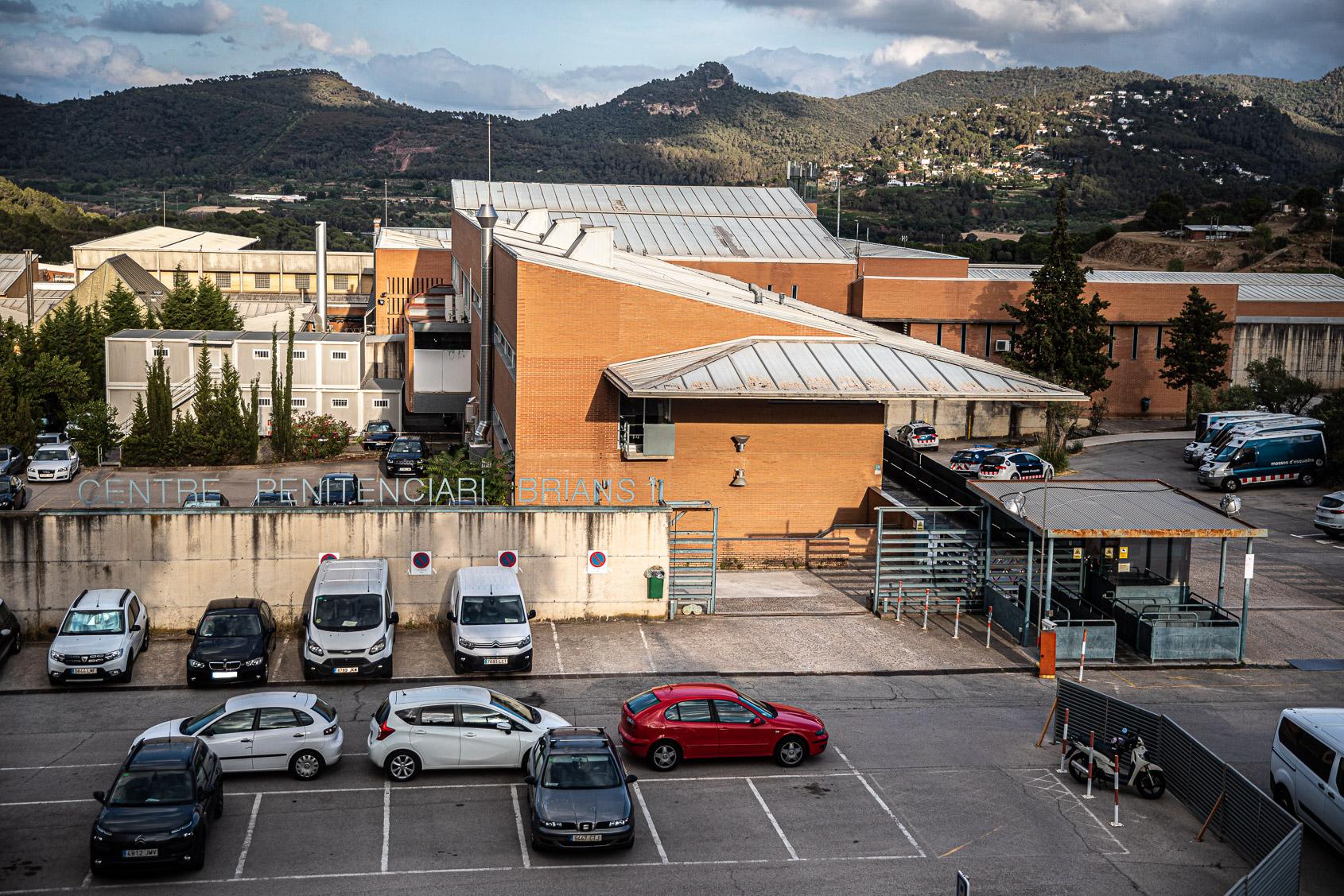 Pàrquing i entrada de la presó de Brians 1 / Jordi Borràs