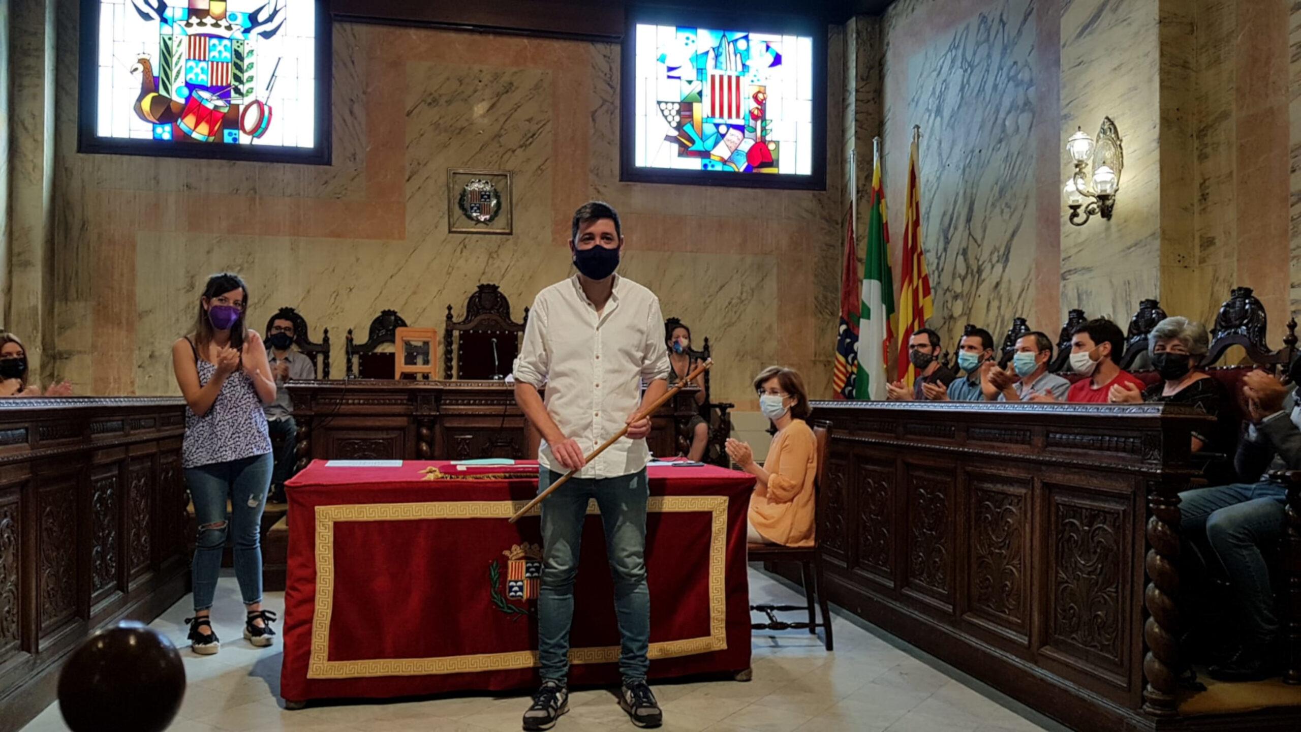 El nou alcalde de Berga, Ivan Sànchez, amb la vara després de ser investit / ACN