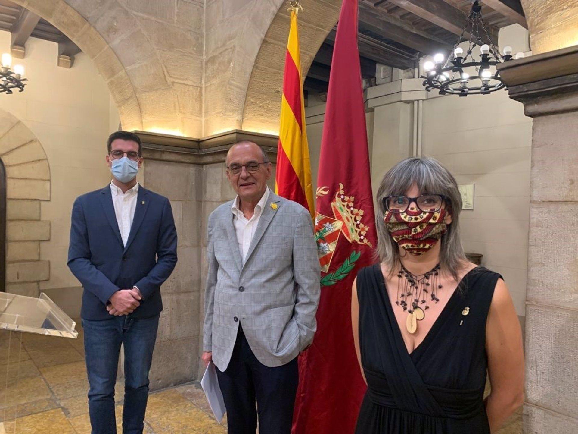L'alcalde de Lleida, Miquel Pueyo, al centre, amb el tinent d'alcalde Toni Postius (Junts) i la tinent d'alcalde Sandra Castro (ERC) / Europa Press