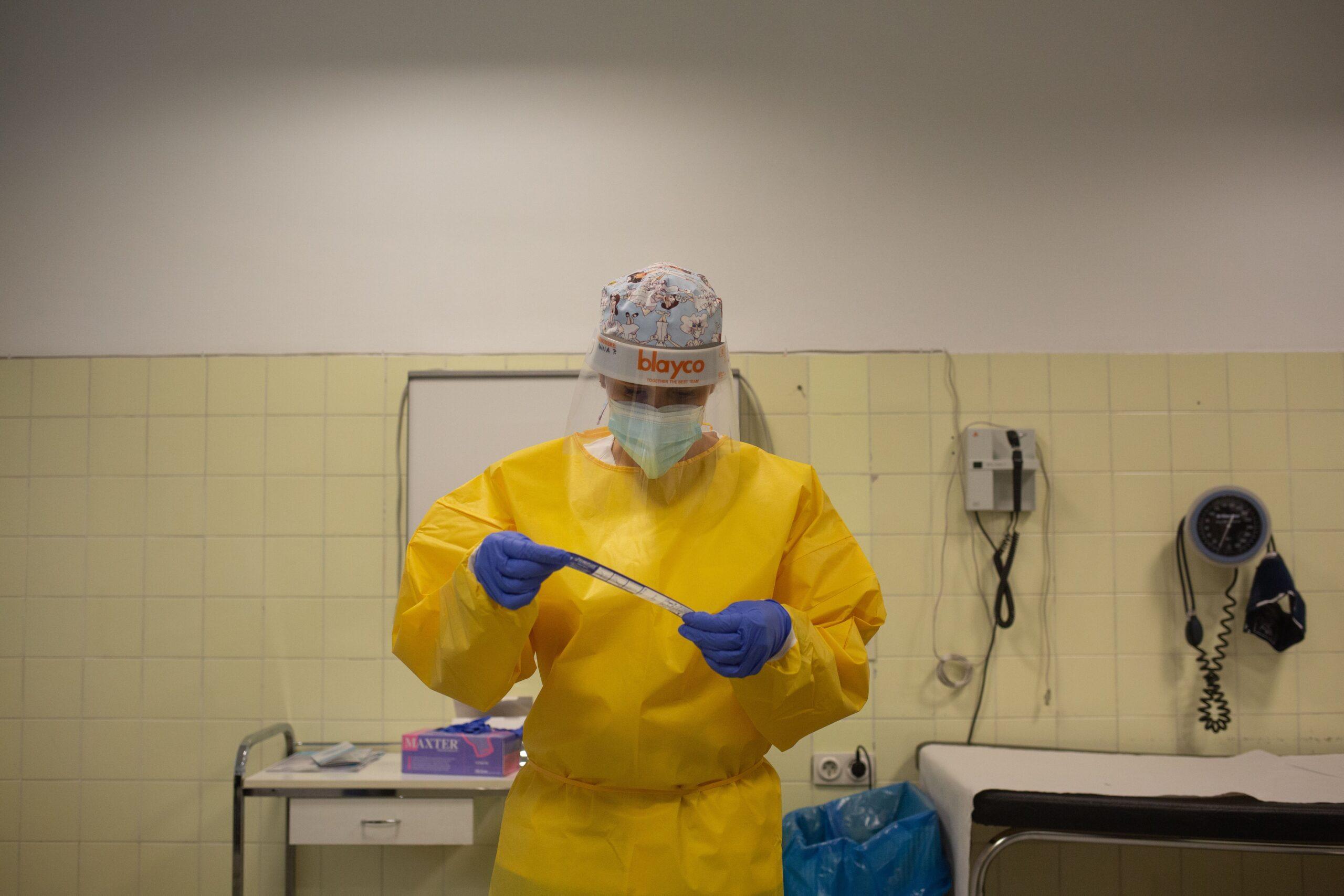 Una sanitària al CAP Manso de Barcelona / Europa Press