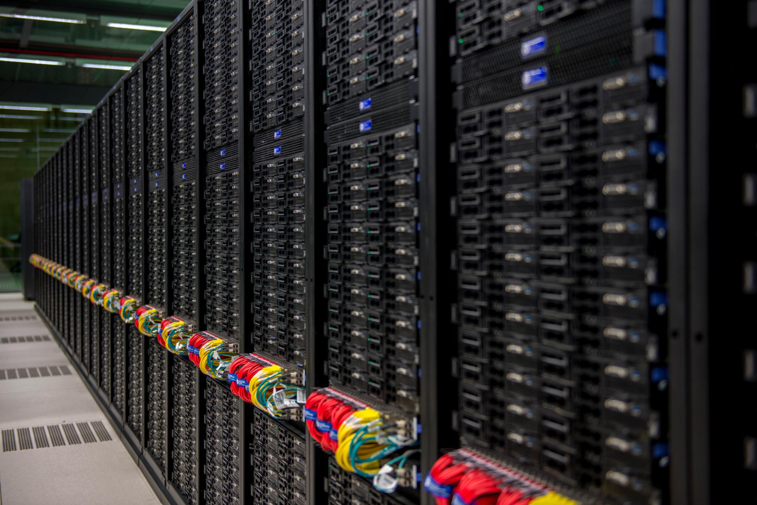 El supercomputador MareNostrum 4, des d'un dels passadissos. Foto cedida pel Barcelona Supercomputing Center (BSC)/ ACN