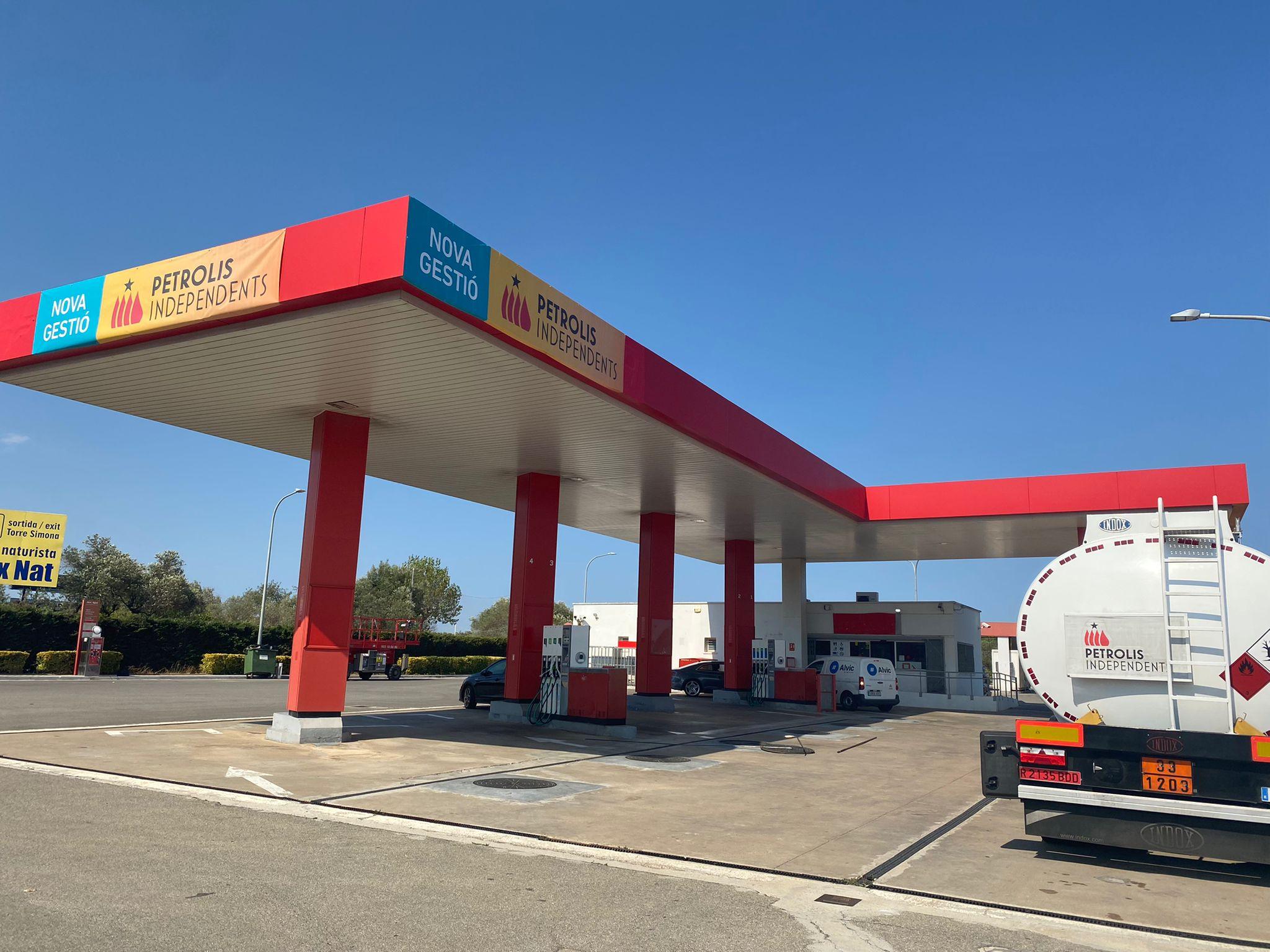 La gasolinera on Petrolis Independents ha substituït CEPSA / J.R.