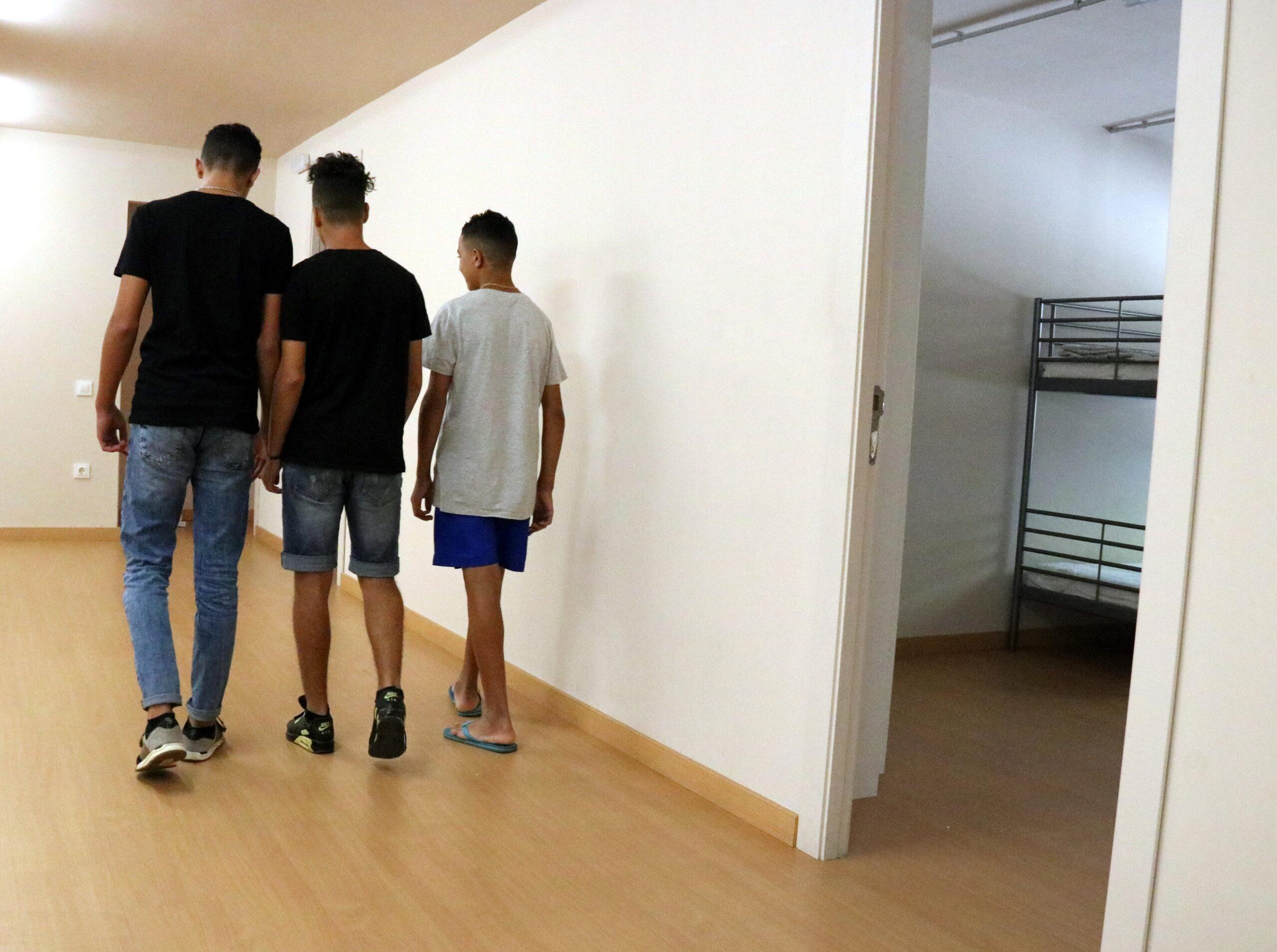 Tres menors migrants en un centre d'acollida de Badalona el 27 de setembre de 2018 / ACN
