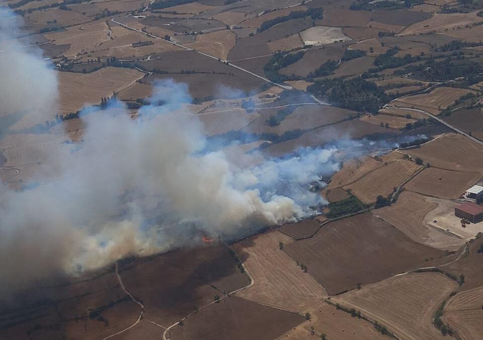Imatge aeria de l'incendi a Santa Coloma de Queralt / Bombers