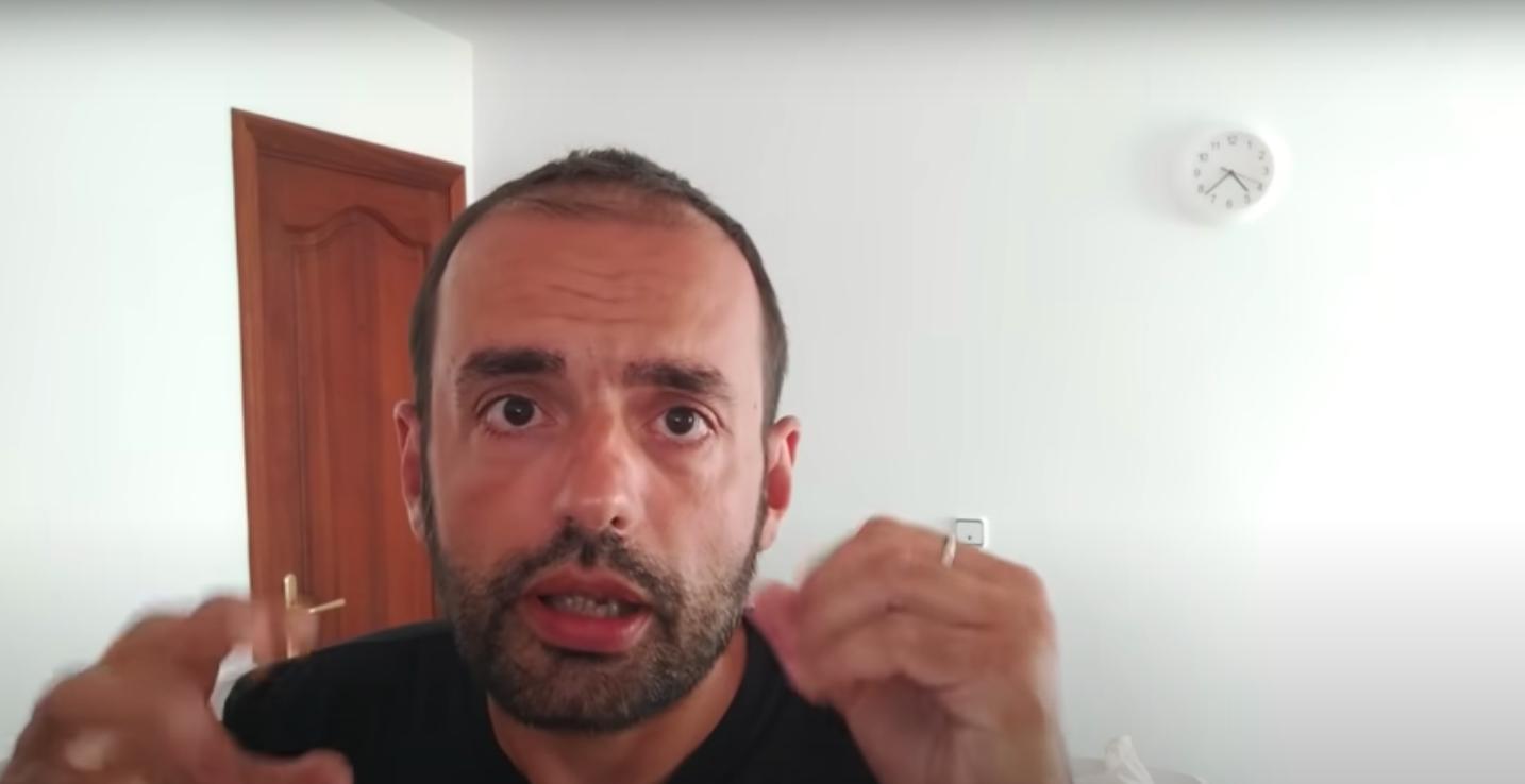 Àngel Aguiló, el 'youtuber' illenc que replica a Casado