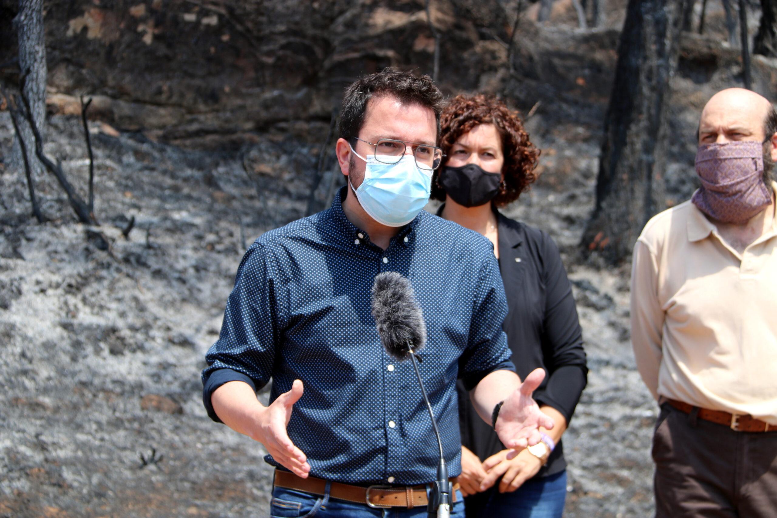 El president de la Generalitat, Pere Aragonès, que aquest dijous ha visitat Bellprat, el municipi més afectat pels focs de la Conca de Barberà i l'Anoia