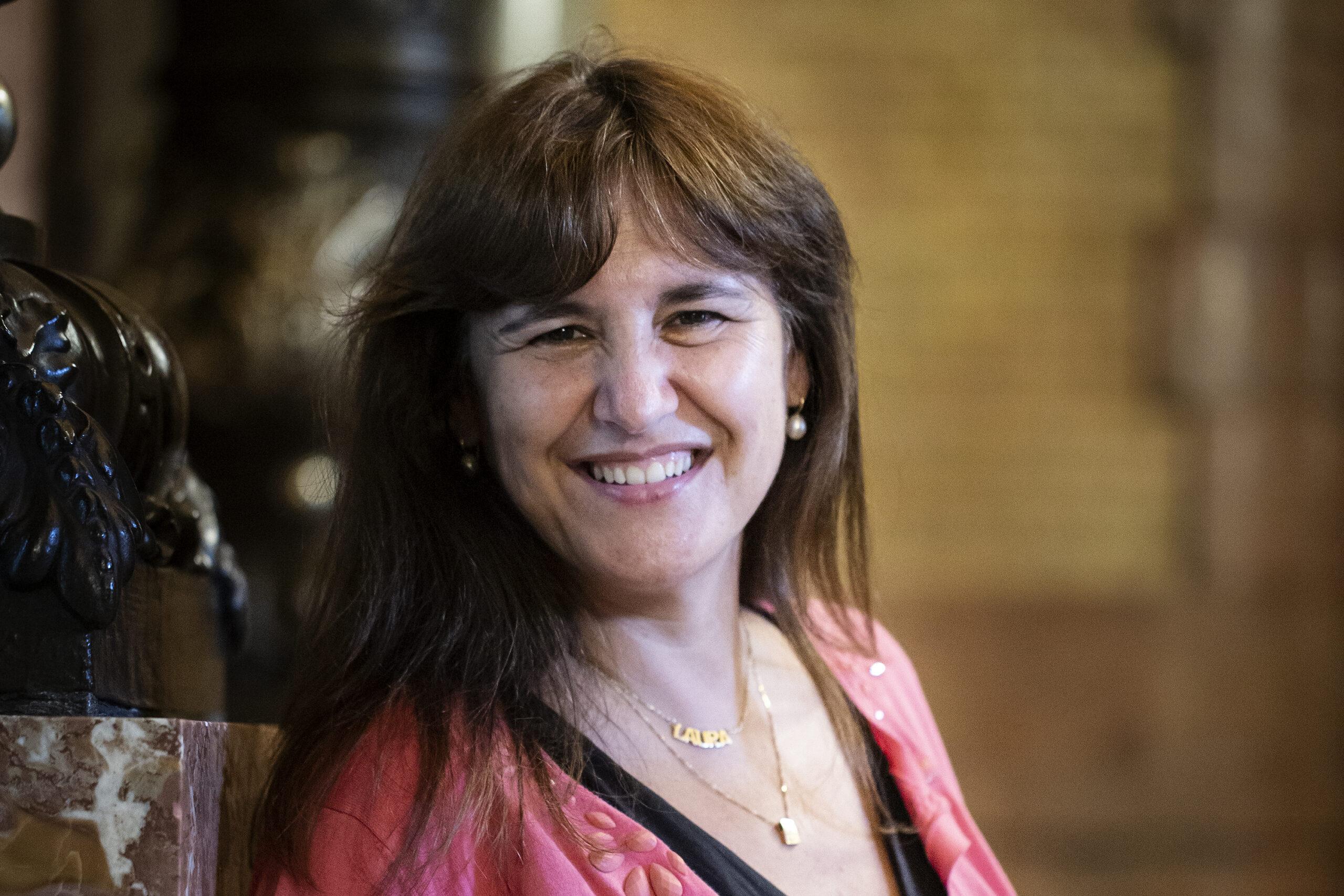 La presidenta del Parlament, Laura Borràs, en un passadís de la cambra / Mireia Comas