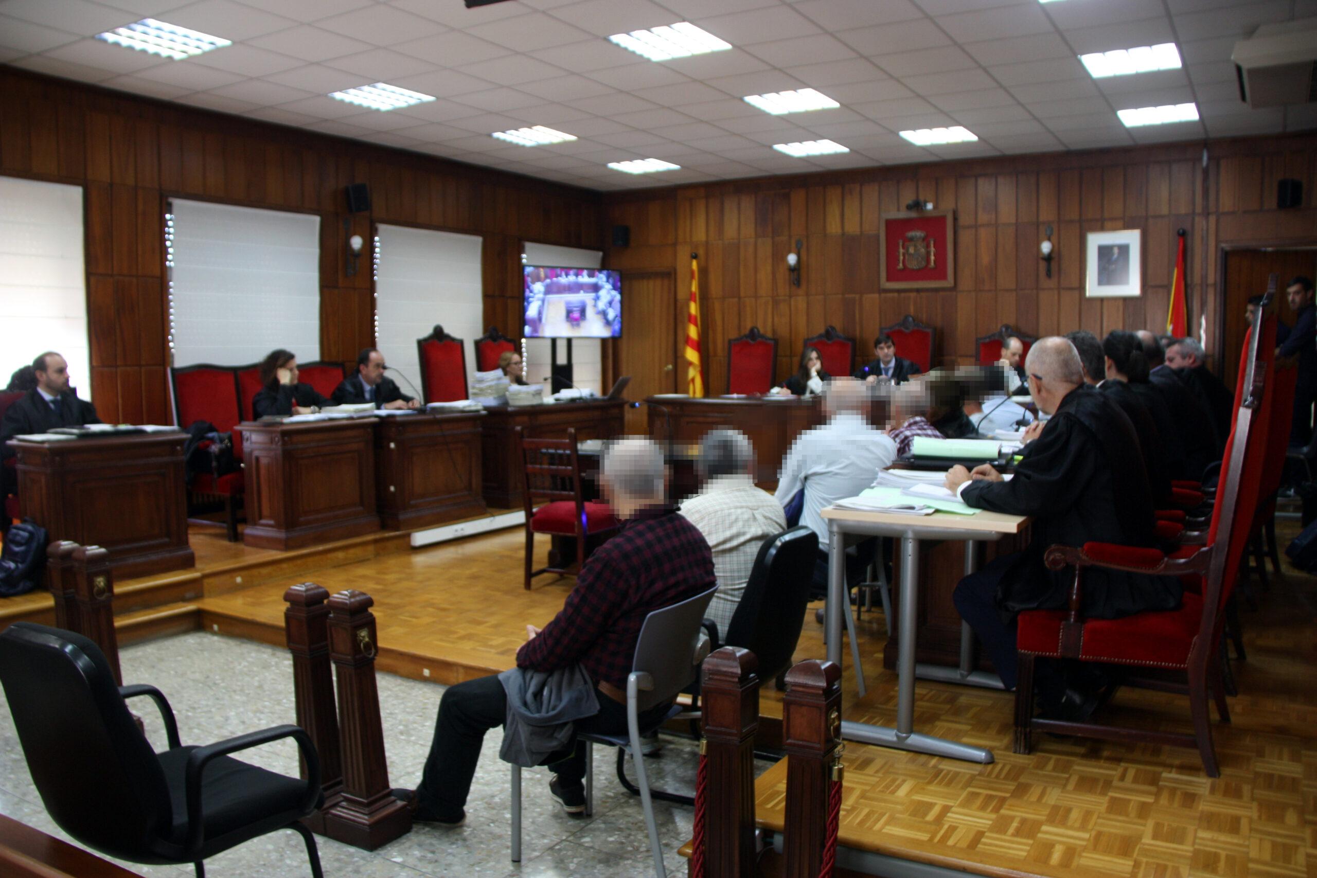 La sala de vistes de l'Audiència de Tarragona on es fa el judici als membres d'una xarxa d'abús de menors i pornografia infantil destapada a Tortosa / ACN