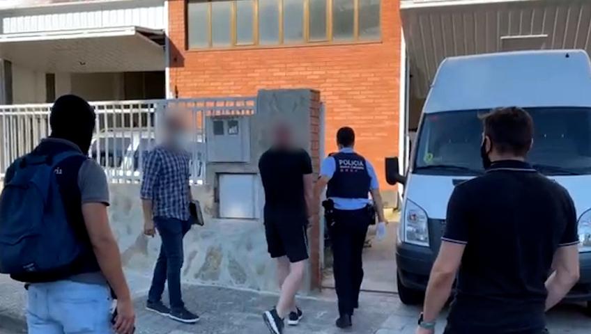 Detenció d'un dels membres del grup criminal que transportava marihuana de Catalunya al Regne Unit amagada en camions | ACN