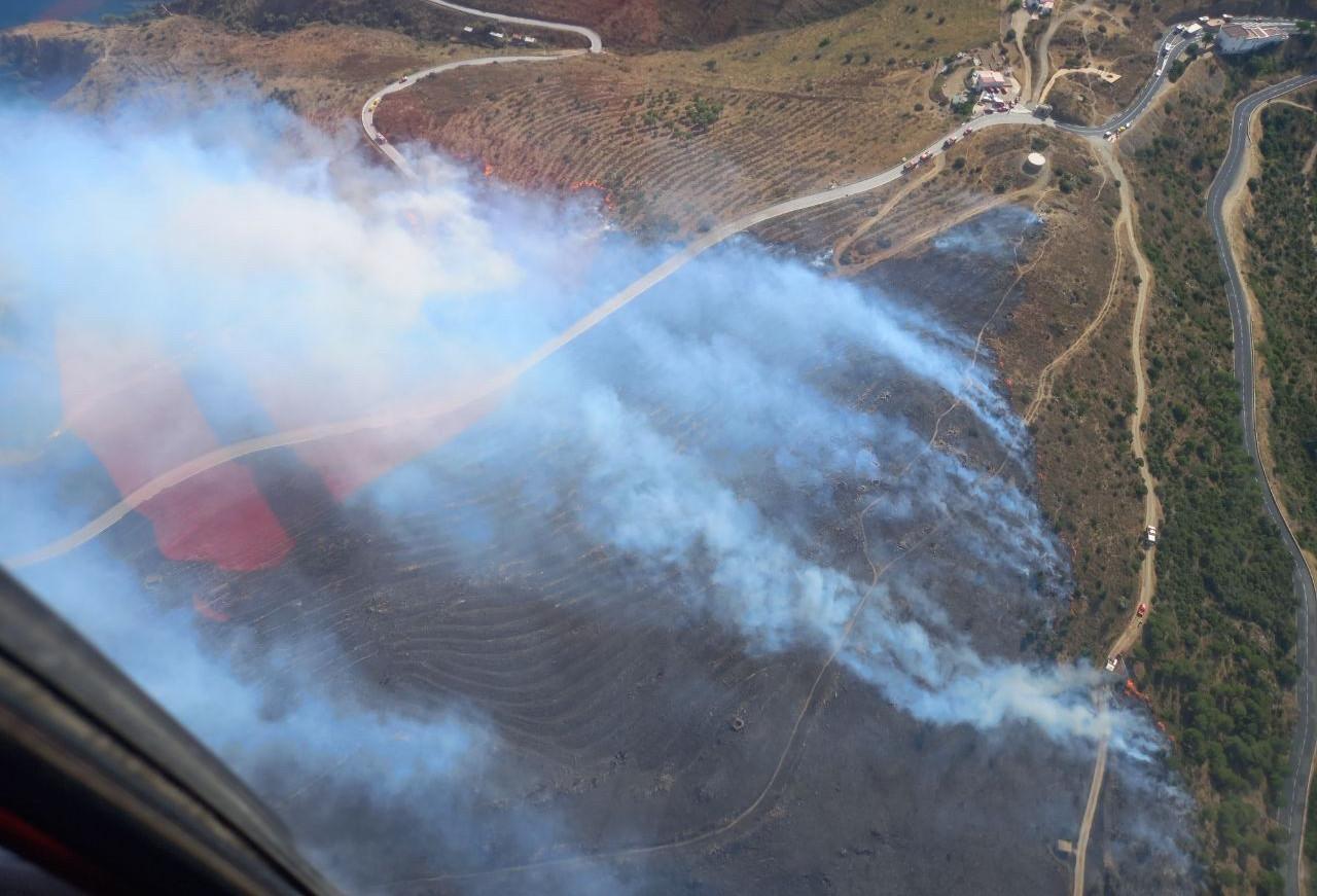 Vista aèria de l'incendi de Portbou | Bombers
