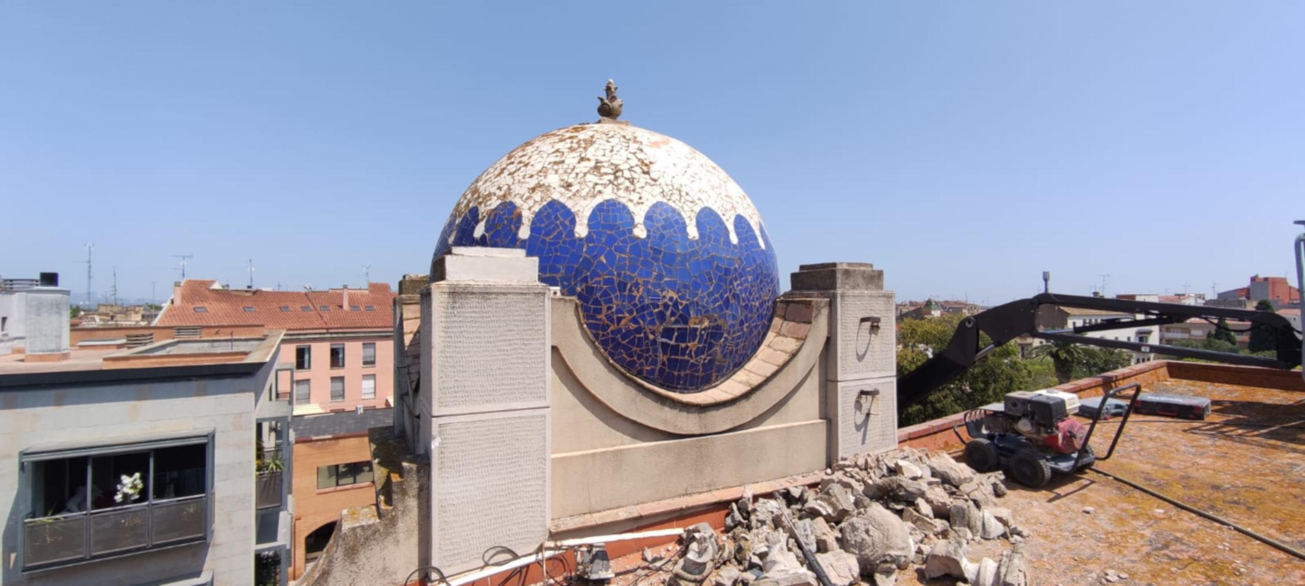 Estat original abans de la reparació d'una de les cúpules del Teatre Jardí de Figueres   Ajuntament de Figueres