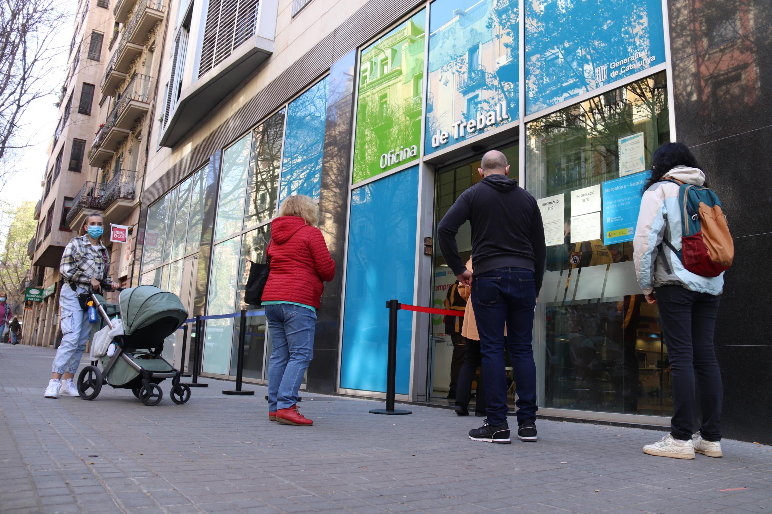 L'Oficina de Treball del carrer Sepúlveda de Barcelona   ACN