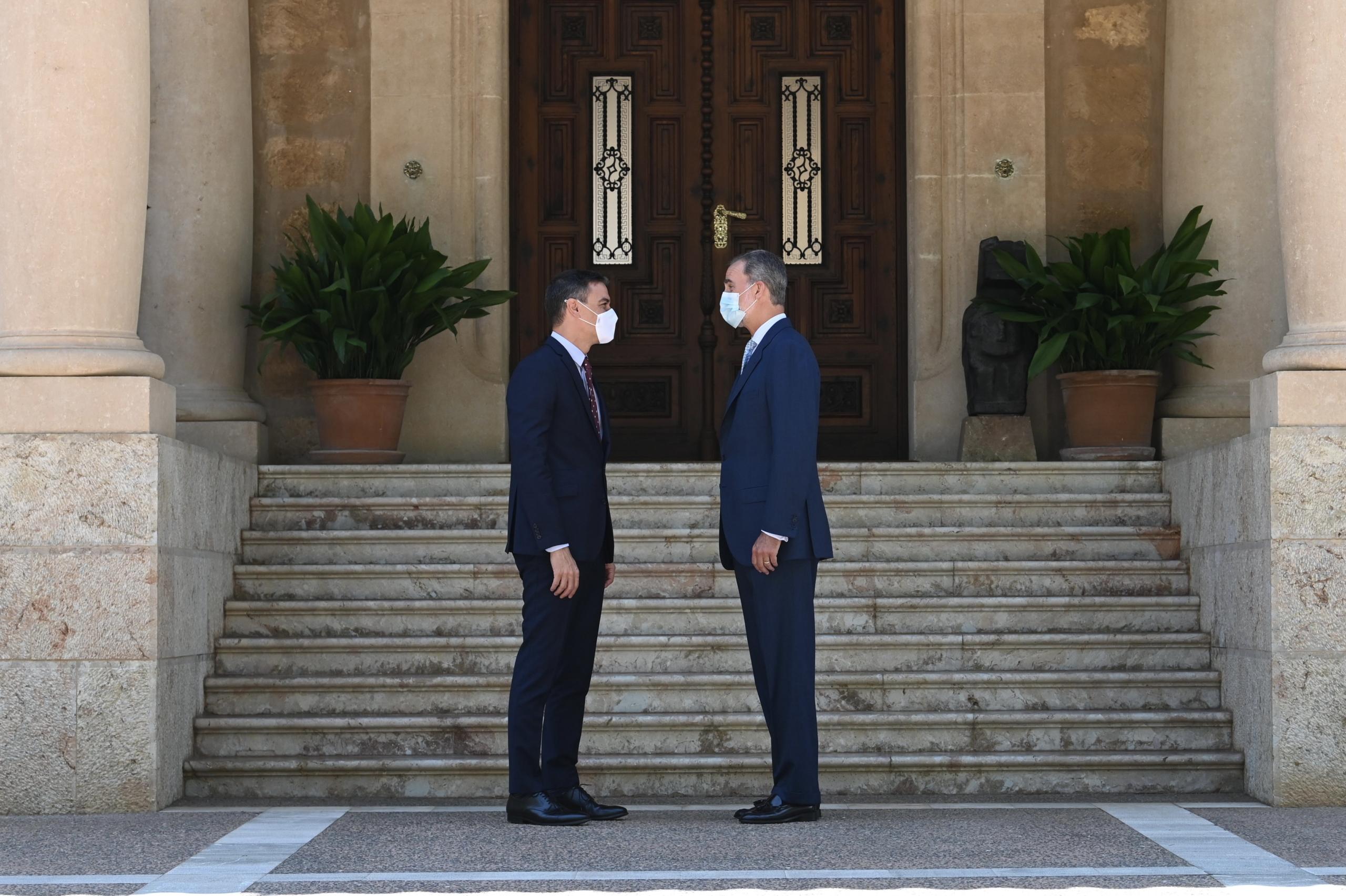 El rei Felip VI amb el president del govern espanyol, Pedro Sánchez, al Palau de Marivent   ACN