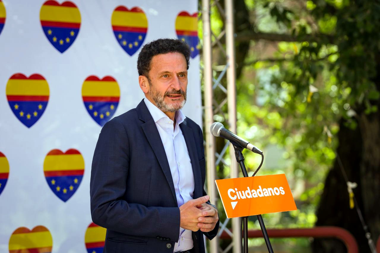 El portaveu i vicesecretari general de Cs, Edmundo Bal, atén els mitjans durant la convenció política del partit / ACN