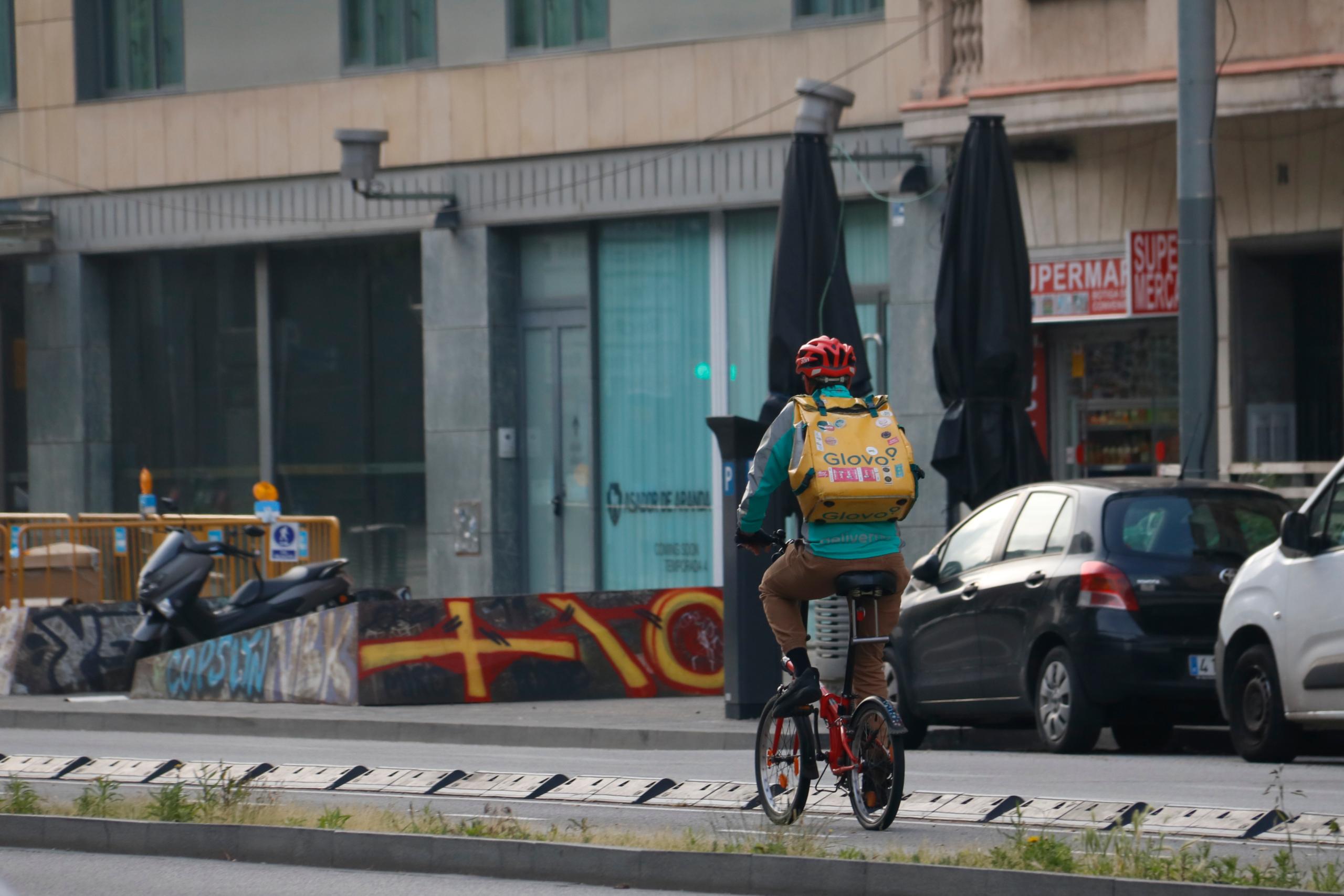 Un rider de Glovo treballant durant l'estat d'alarma / ACN