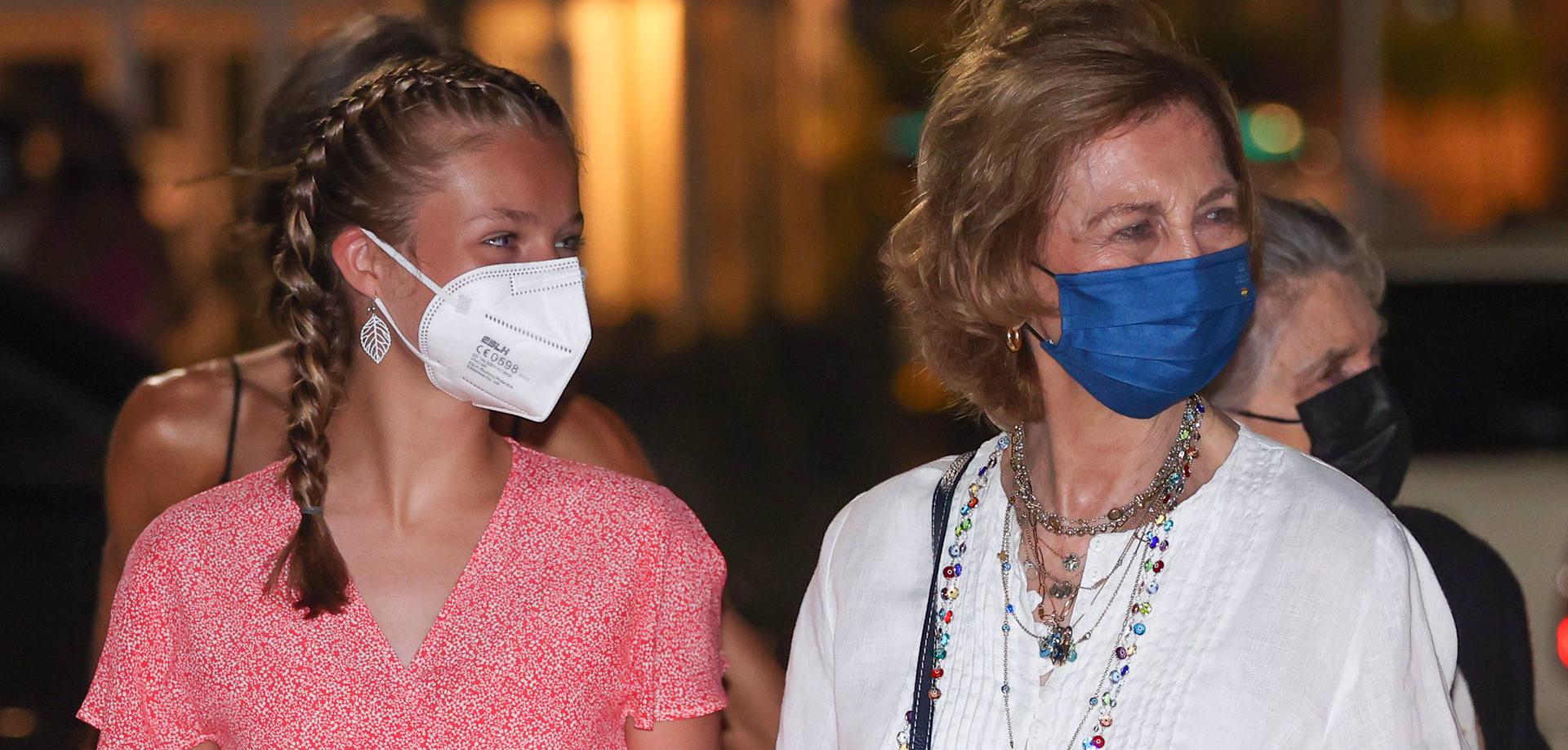 Elionor i Sofia, agafades de la mà a Mallorca - Europa Press