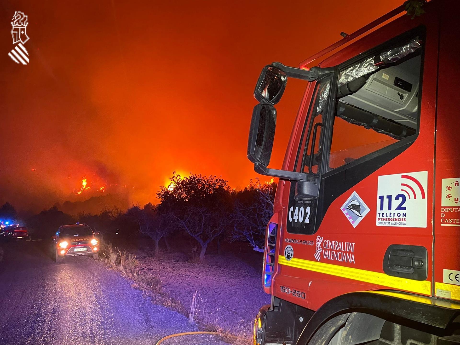 Un camió de bombers davant el foc a Castelló / Europa Press