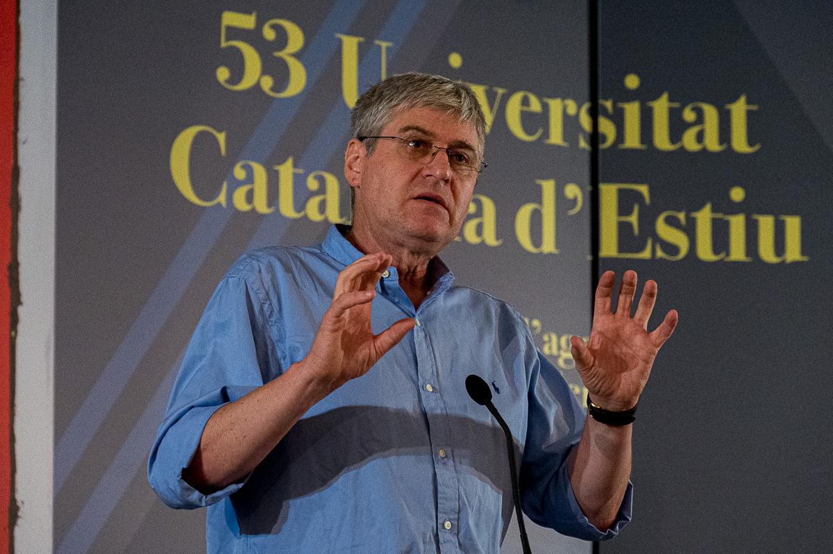 El professor Baylac-Ferrer durant la seva xerrada/Josep Maria Montaner