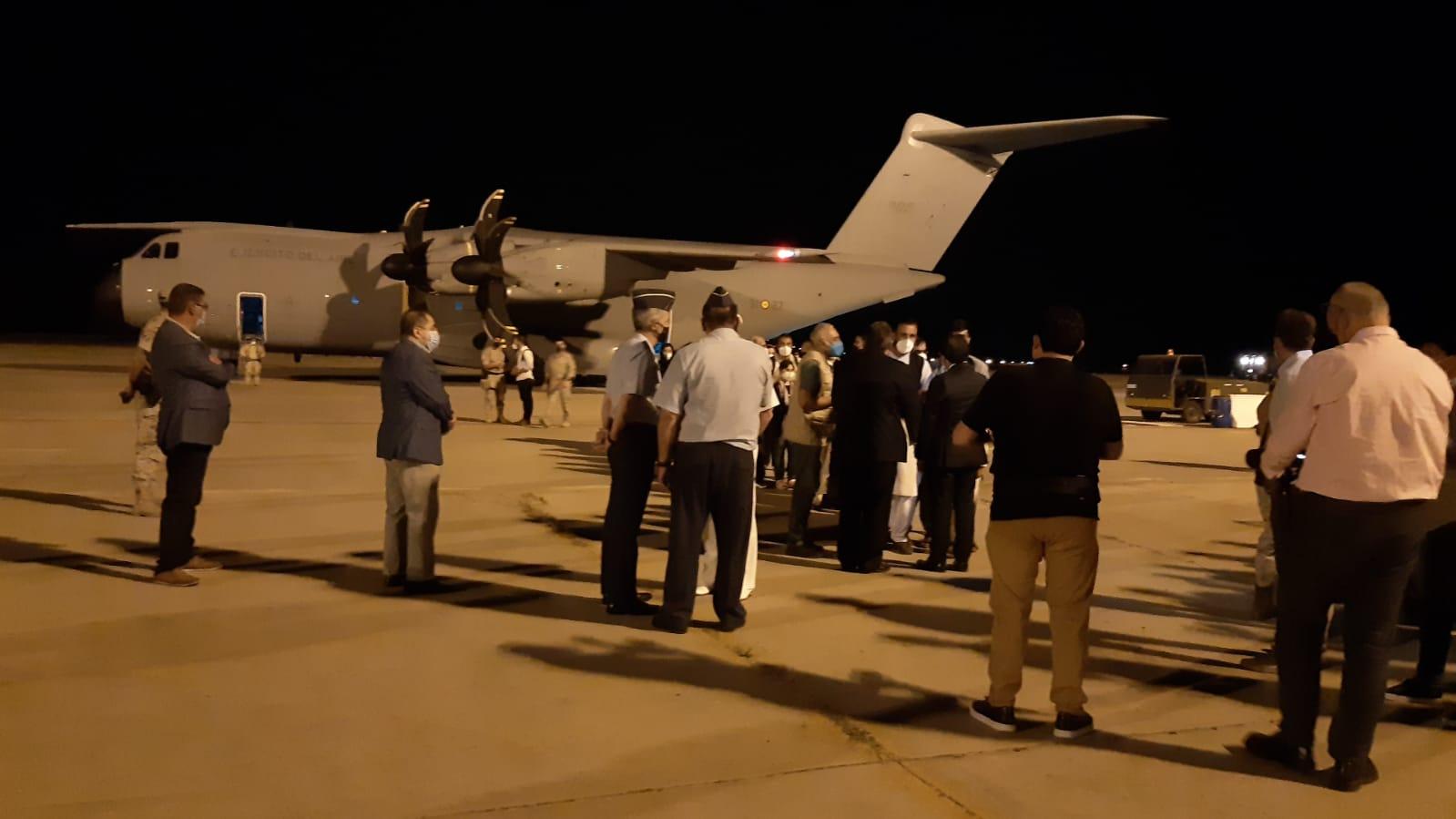 Rebuda d'un avió procedent de l'Afganistan   Twitter Ministeri Seguretat Social i Migracions