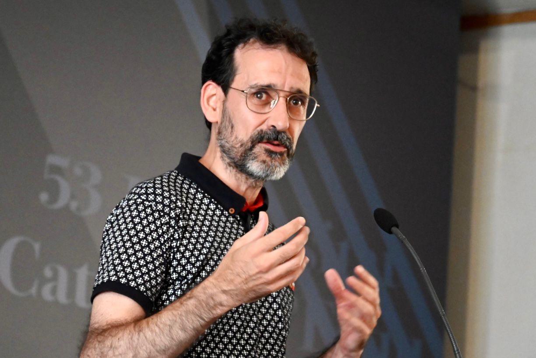 L'exdirector del Museu de Lleida, Albert Velasco, en un moment de la seva intervenció/Josep Maria Montaner