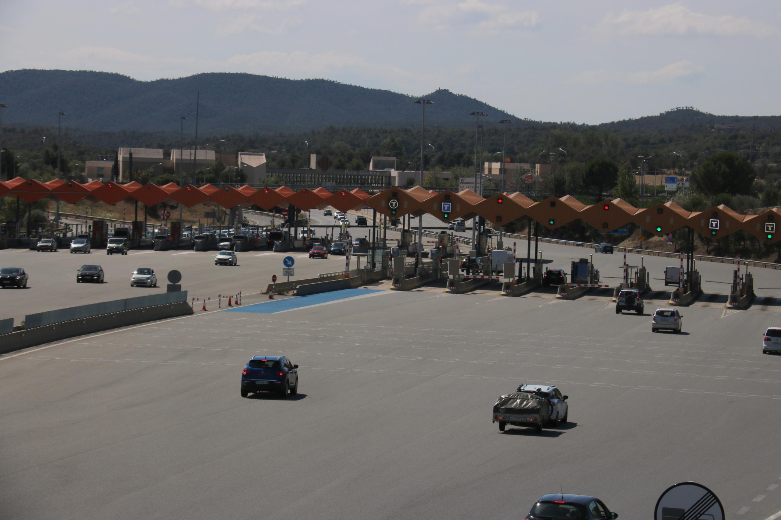 El peatge de la Jonquera amb pocs conductors circulant-hi | ACN