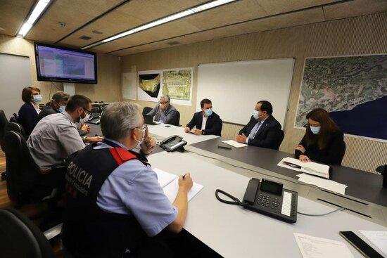 El president de la Generalitat, Pere Aragonès, i el conseller d'Interior, Joan Ignasi Elena, en una reunió de Protecció Civil per aiguats a les Terres de l'Ebre / ACN