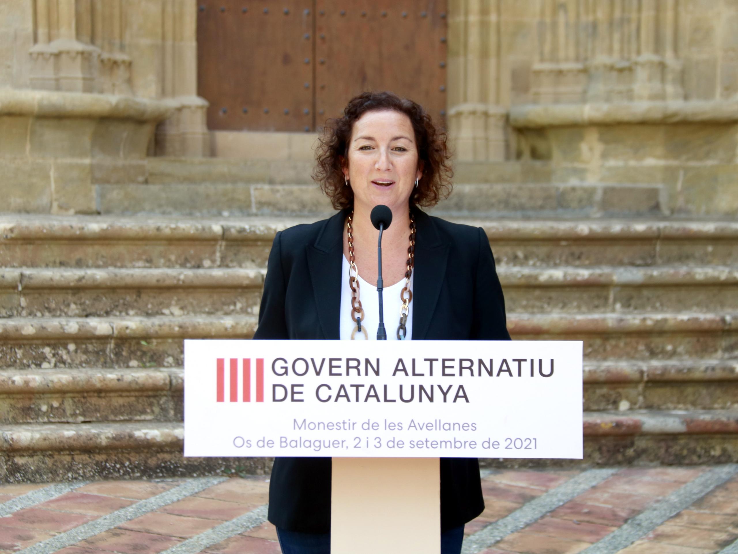 La portaveu del PSC al Parlament, Alícia Romero, durant una roda de premsa al Monestir de les Avellanes