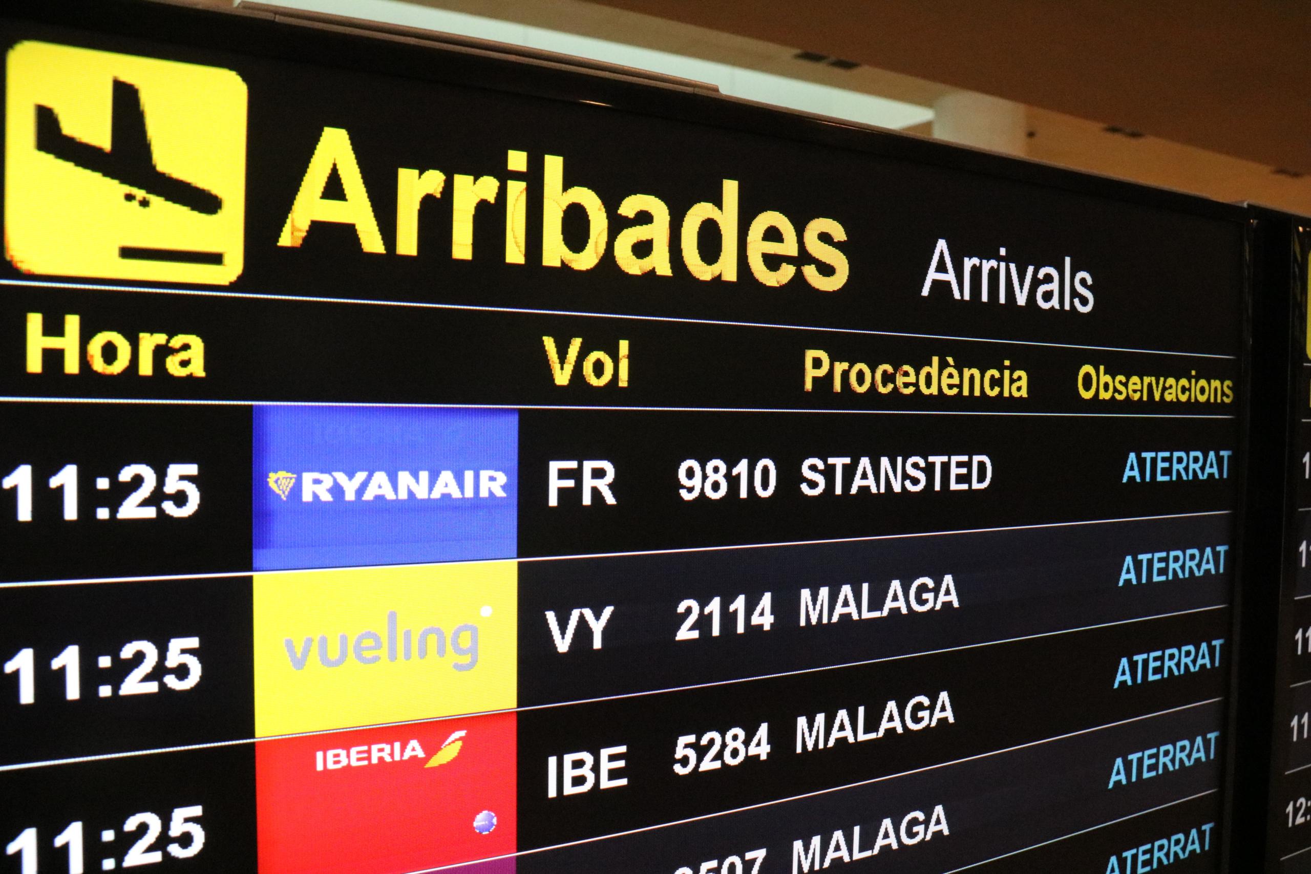 La pantalla d'arribades de l'aeroport del Prat, on s'hi llegeixen les dades d'un vol de Londres / ACN