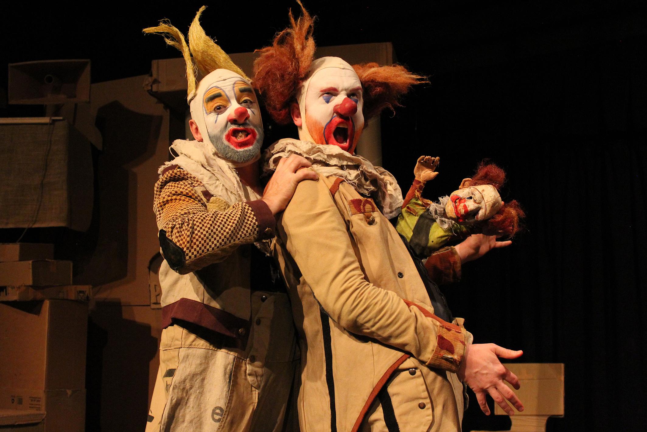 Un moment de l'espectacle 'Coulrophobia' dels clowns anglesos Opposable Thumb