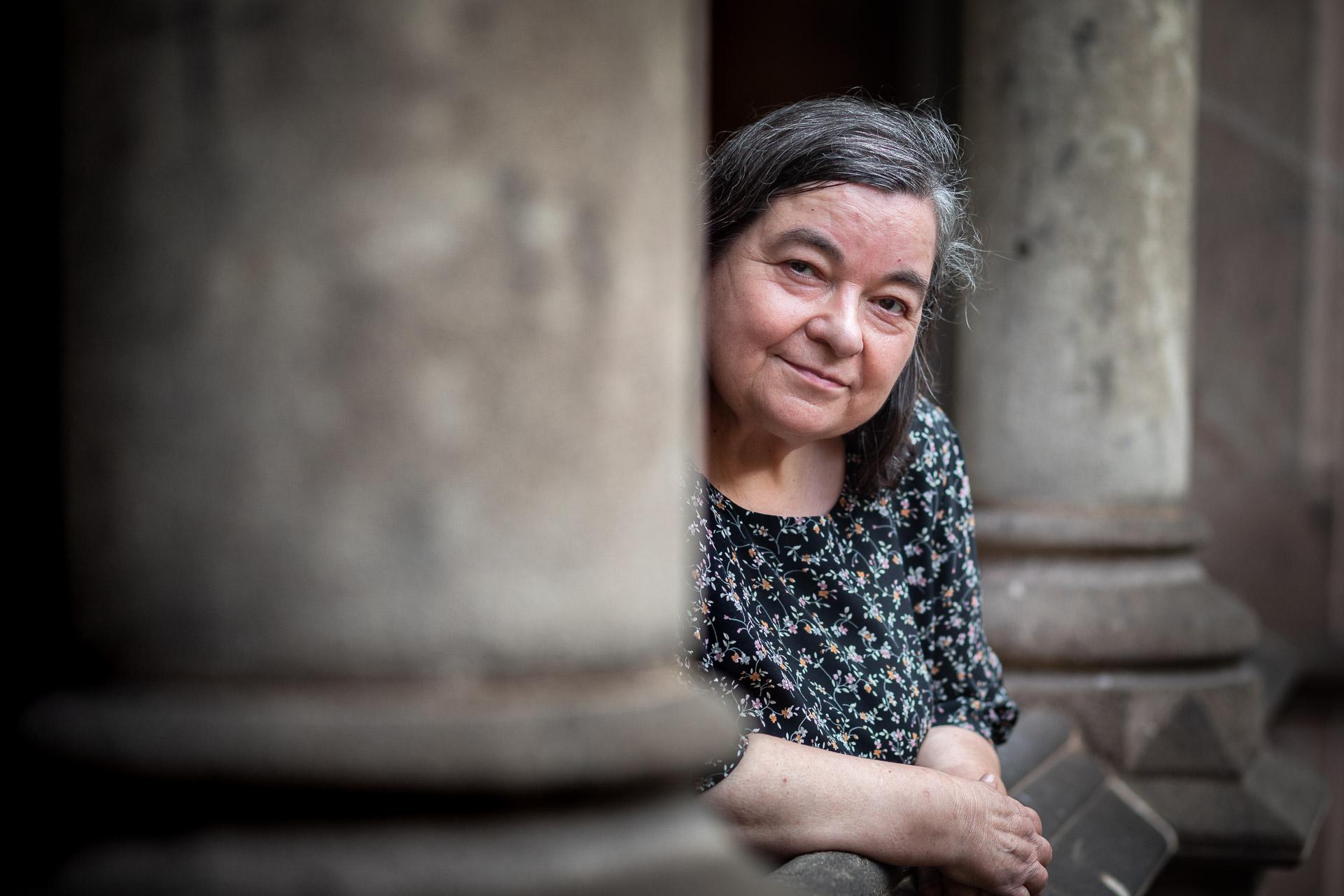Carme Junyent, al claustre de l'edifici històric de la Universitat de Barcelona| Jordi Borràs