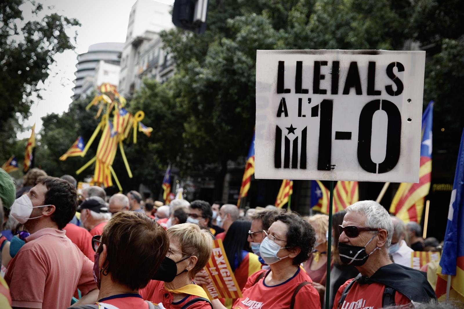 Una pancarta recorda l'1-O : Jordi Play