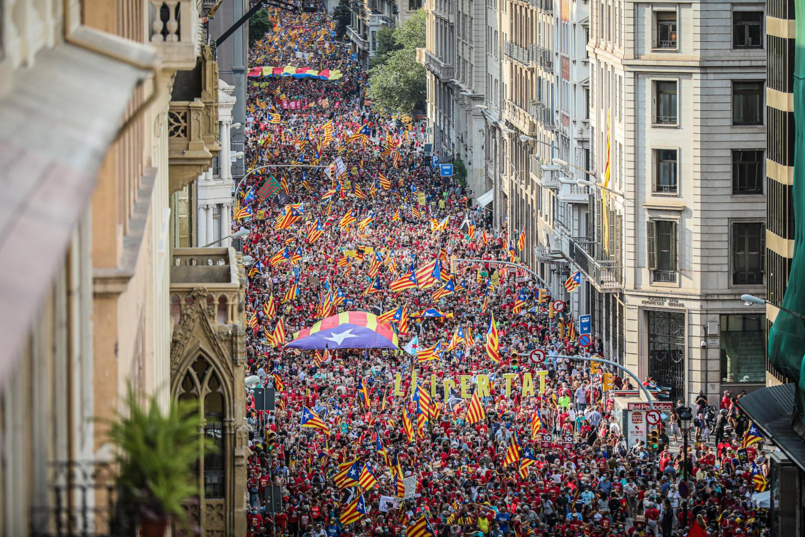 La manifestació de la Diada 2021, a la Via Laietana, a vista d'ocell / Jordi Borràs
