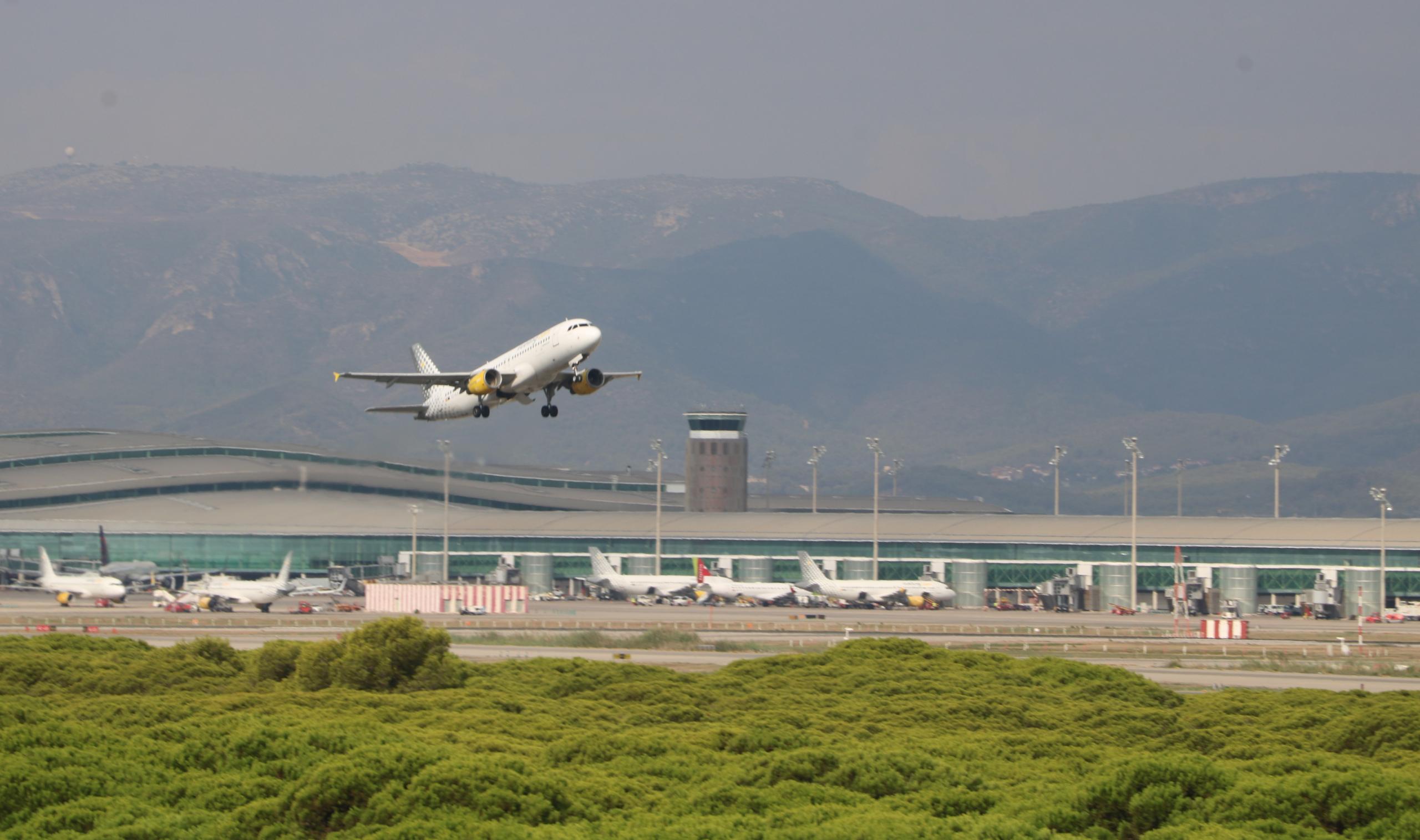 Imatge d'un avió enlairant-se a l'aeroport del Prat / ACN