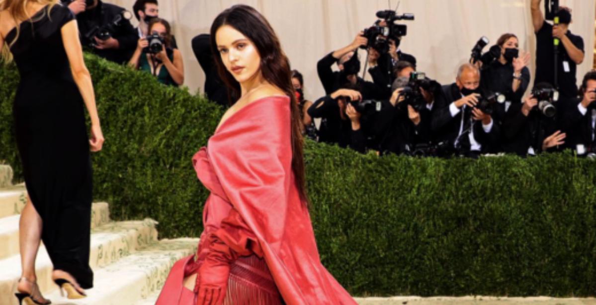 Rosalía, amb un mantó de Manila a la Gala MET - Europa Press