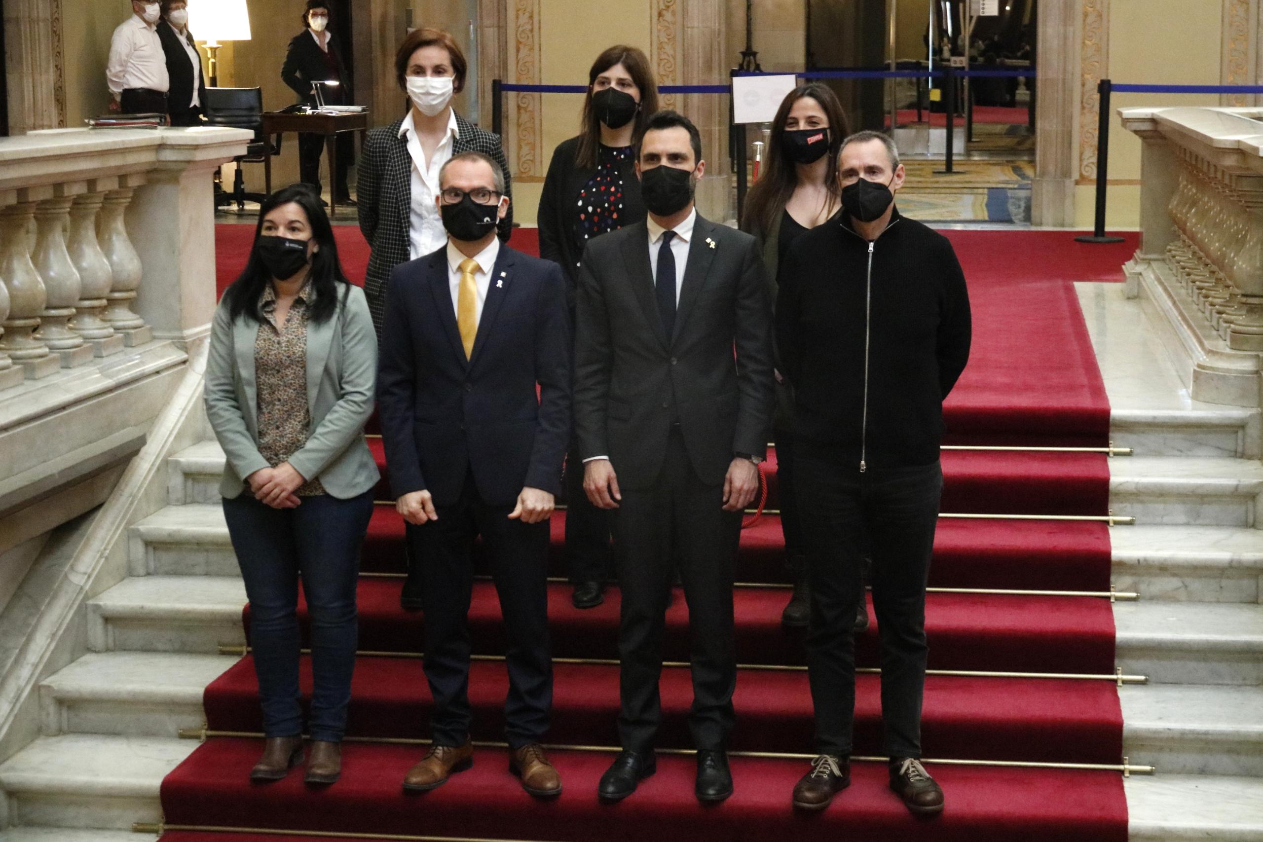 El president del Parlament, Roger Torrent, el vicepresident, Josep Costa, i els membres de la Mesa Eusebi Campdepadrós i Ariadna Delgado / ACN