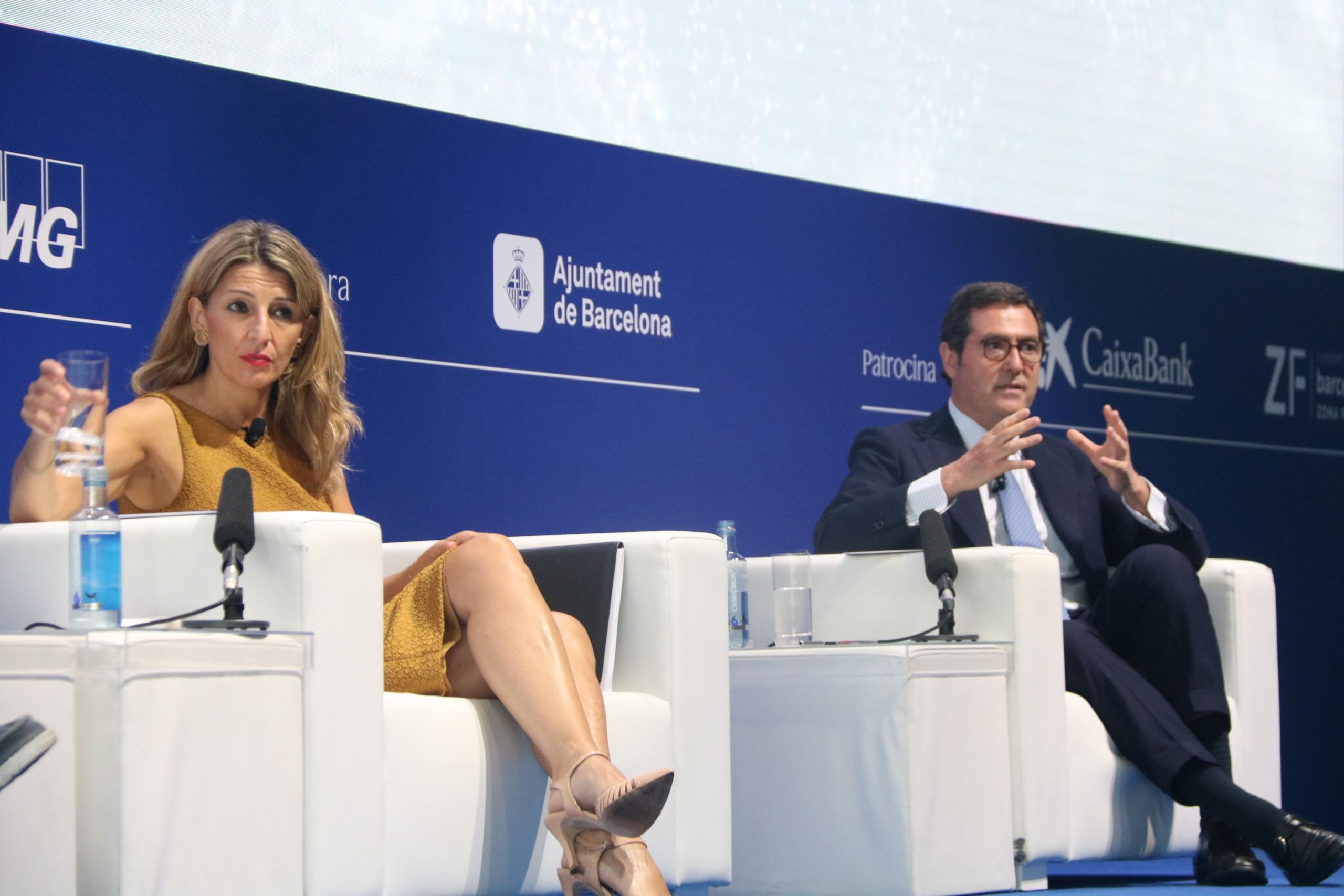 La ministra de Treball i Economia Social, Yolanda Díaz, i del president de la CEOE, Antonio Garamendi | ACN