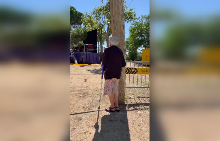 La dona ballant sardanes a Reus / Twitter